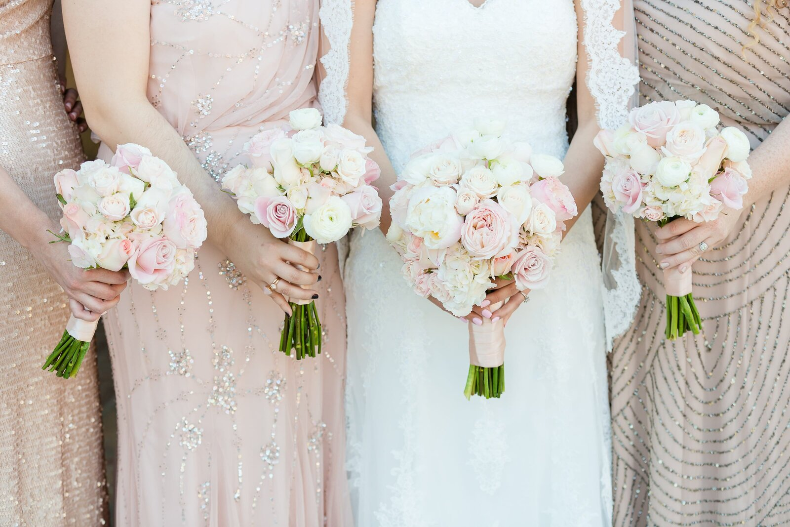 bridesmaids-bouquet-with-gold-dresses
