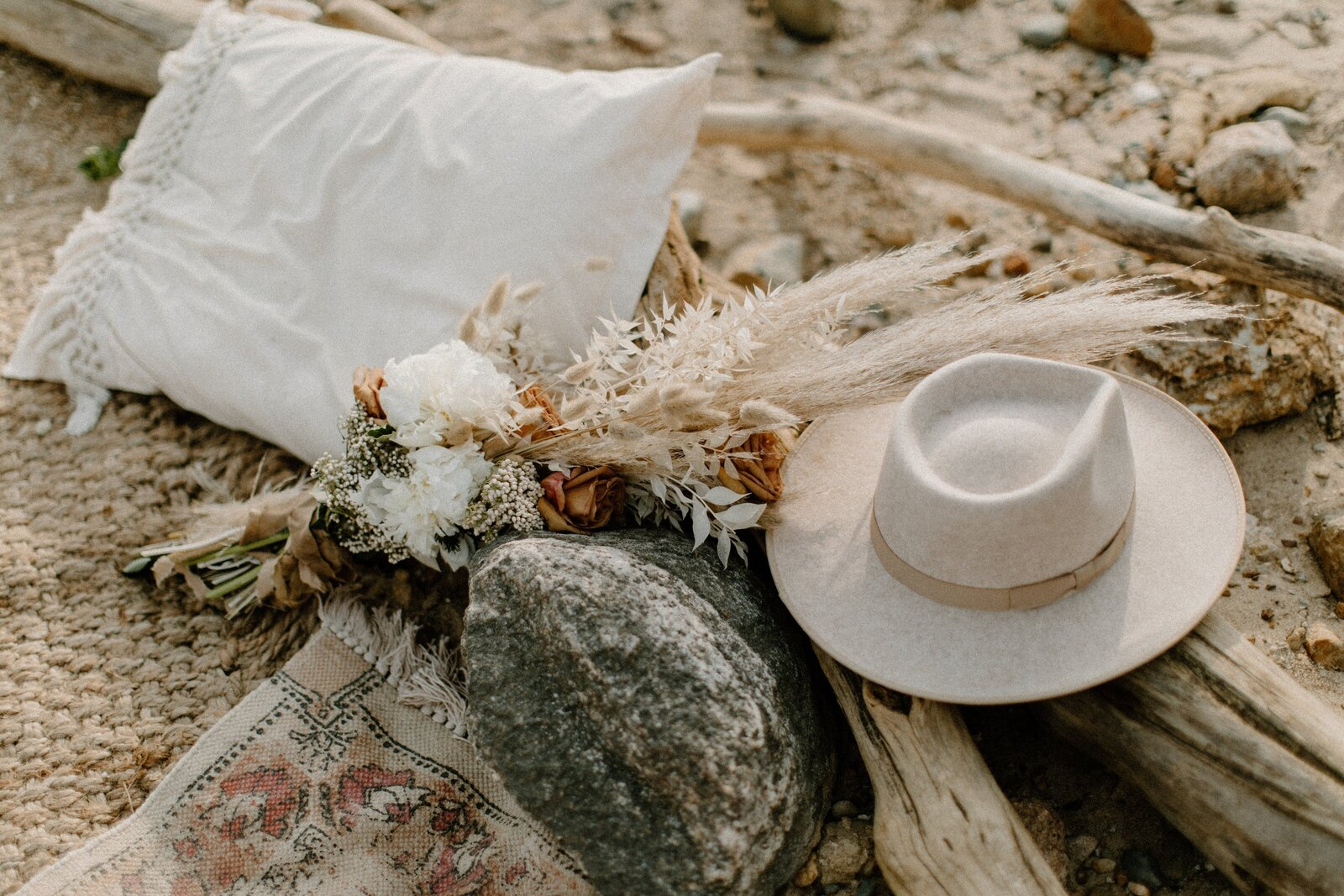 bouquet and hat on beach picnic