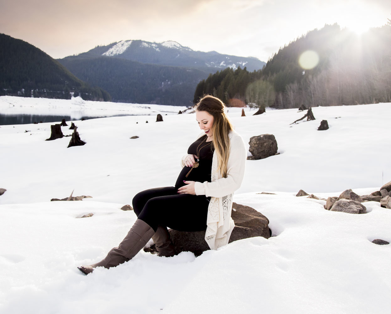 snow maternity photos_36