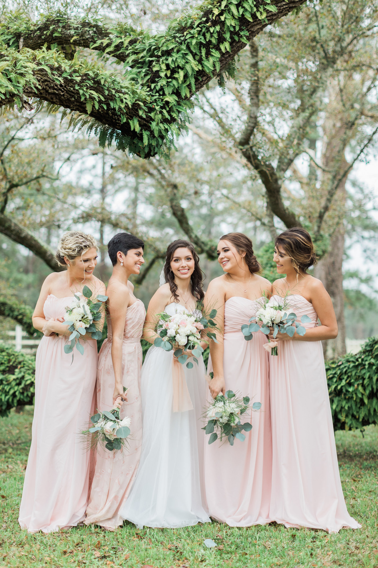 East Texas Bride and Bridesmaids