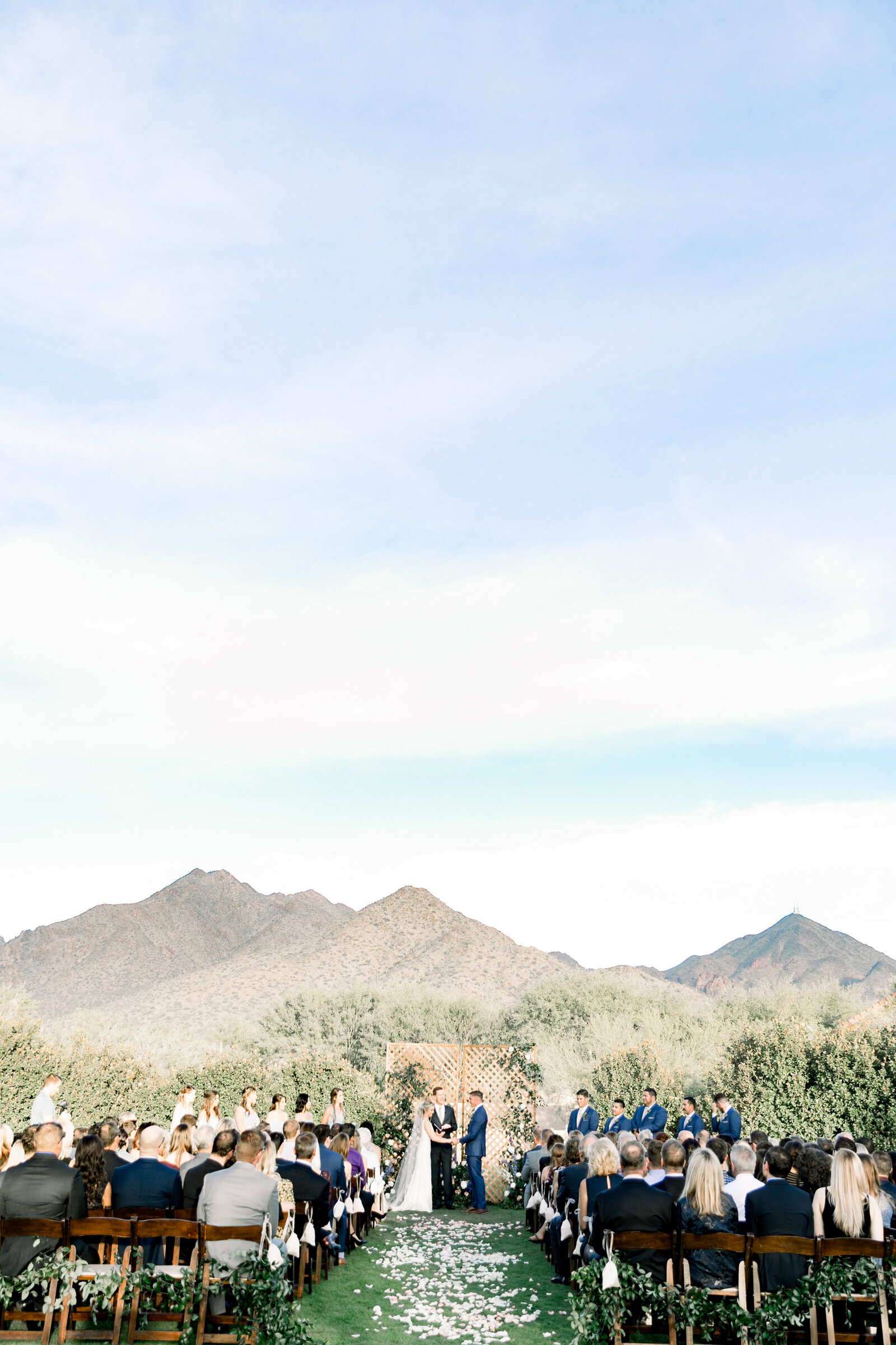 scottsdale-florist-outside-wedding-ceremony