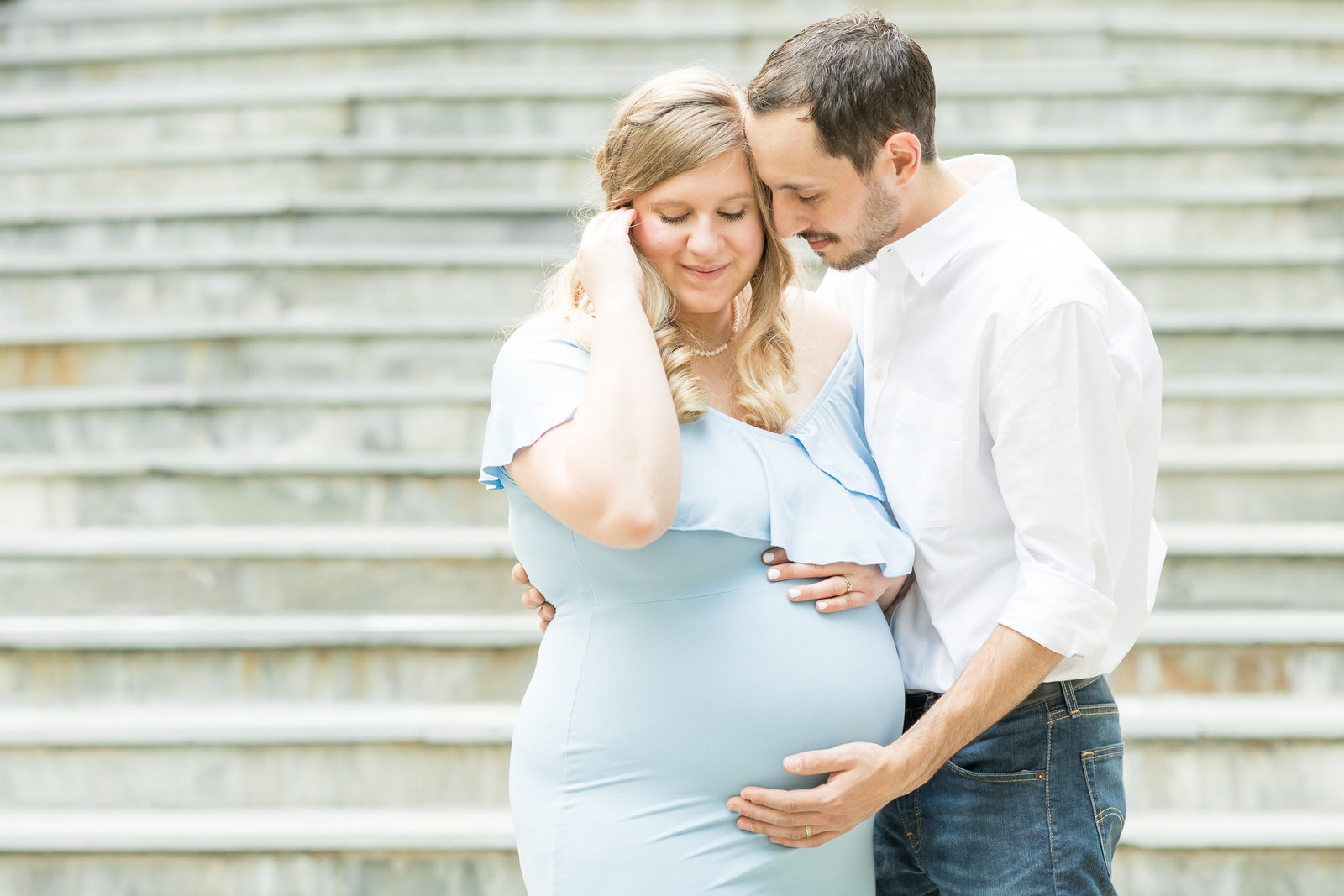 kimberly-ben-summer-maternity-photo-session-at-airlie-warrenton-va-011