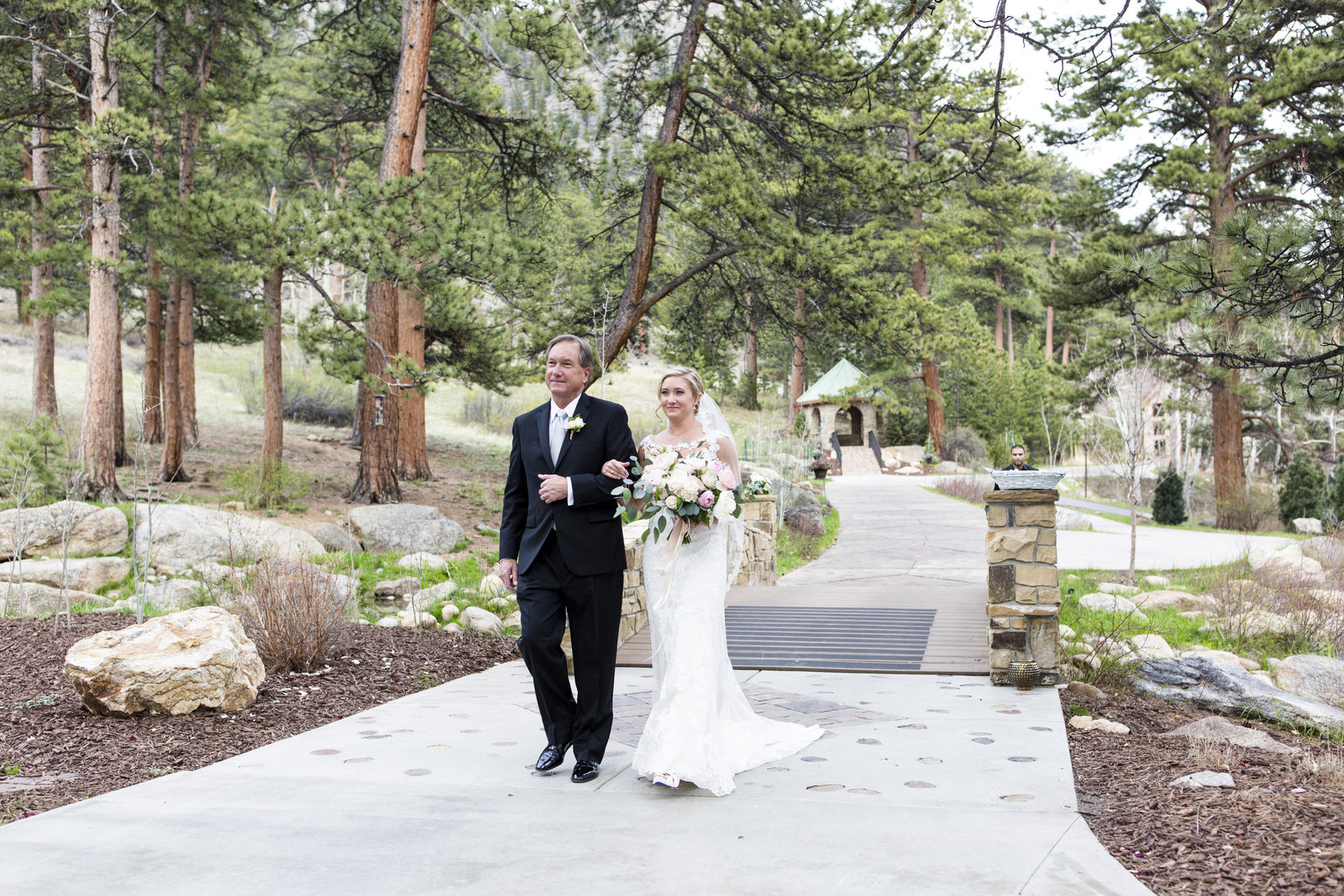 Jessi-Zach-Photography-Colorado-Mountain-Wedding-Photographer-Della-Terra-Mountain-Chateau_19