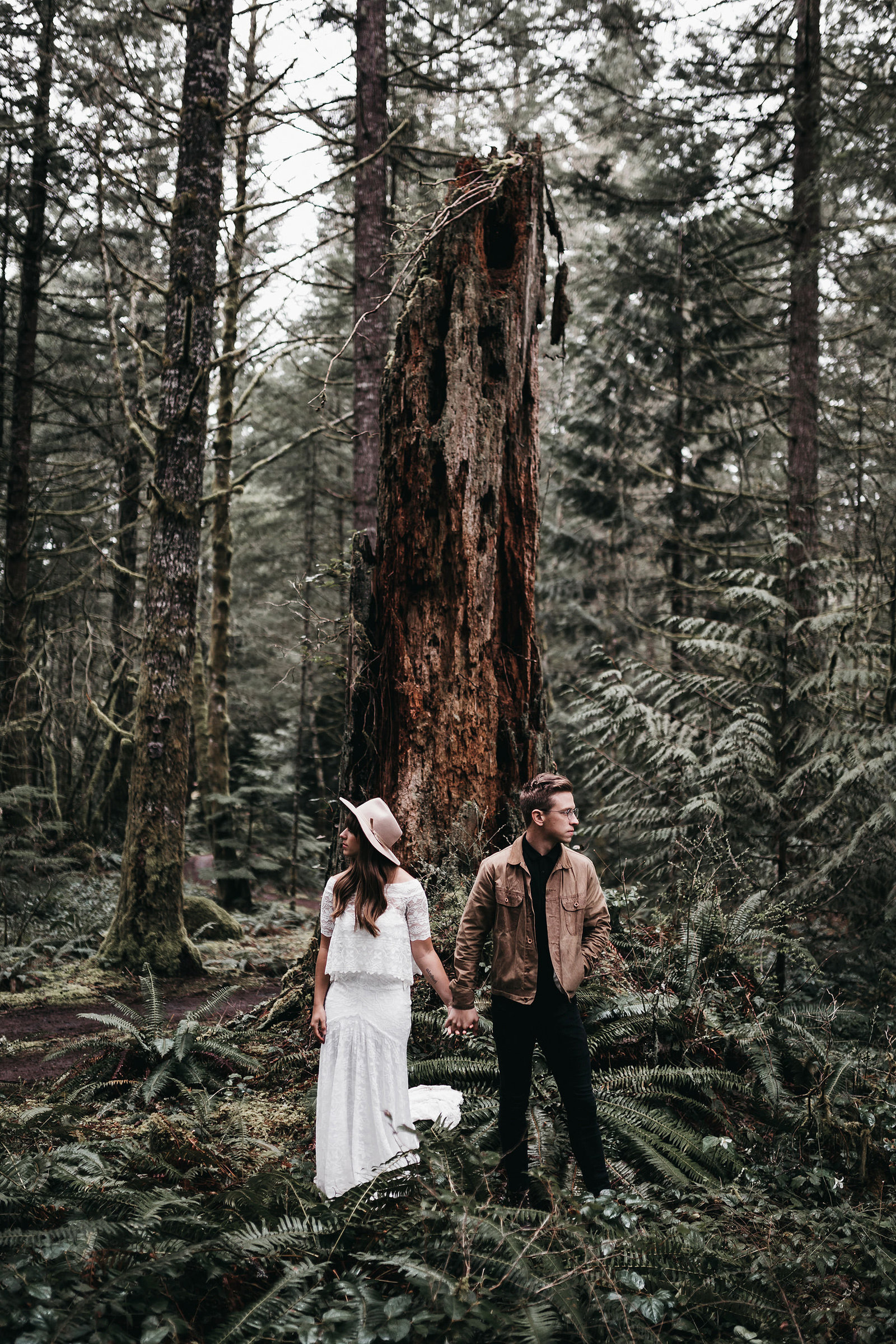 white-magazine-athena-camron-seattle-oregon-wedding-photography-woodlands-house-boho-elopement-inspiration-52