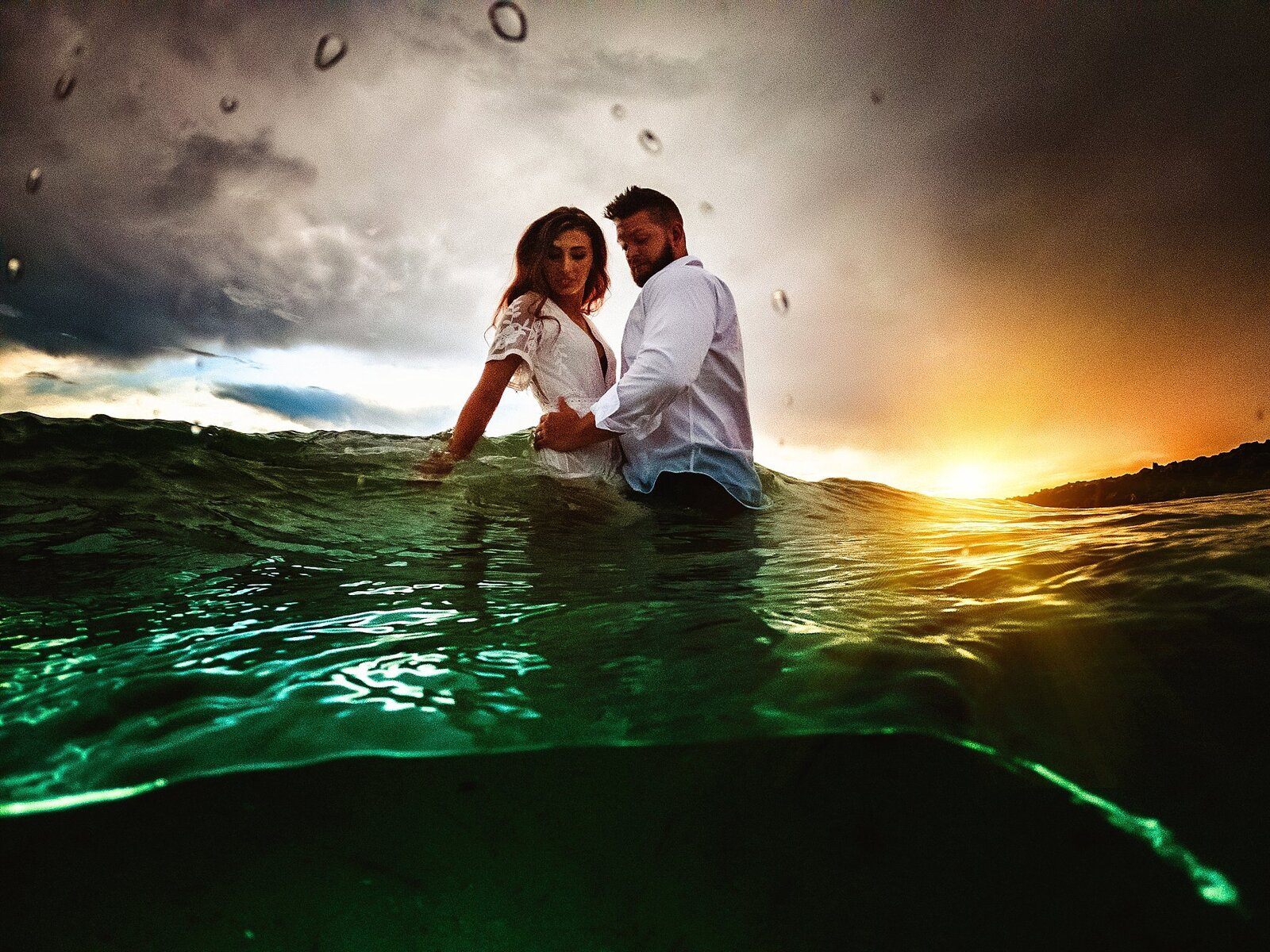 couple in the water for split shot images