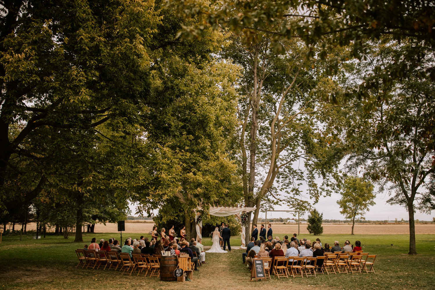 Country-red-barn-wedding-delphi-564