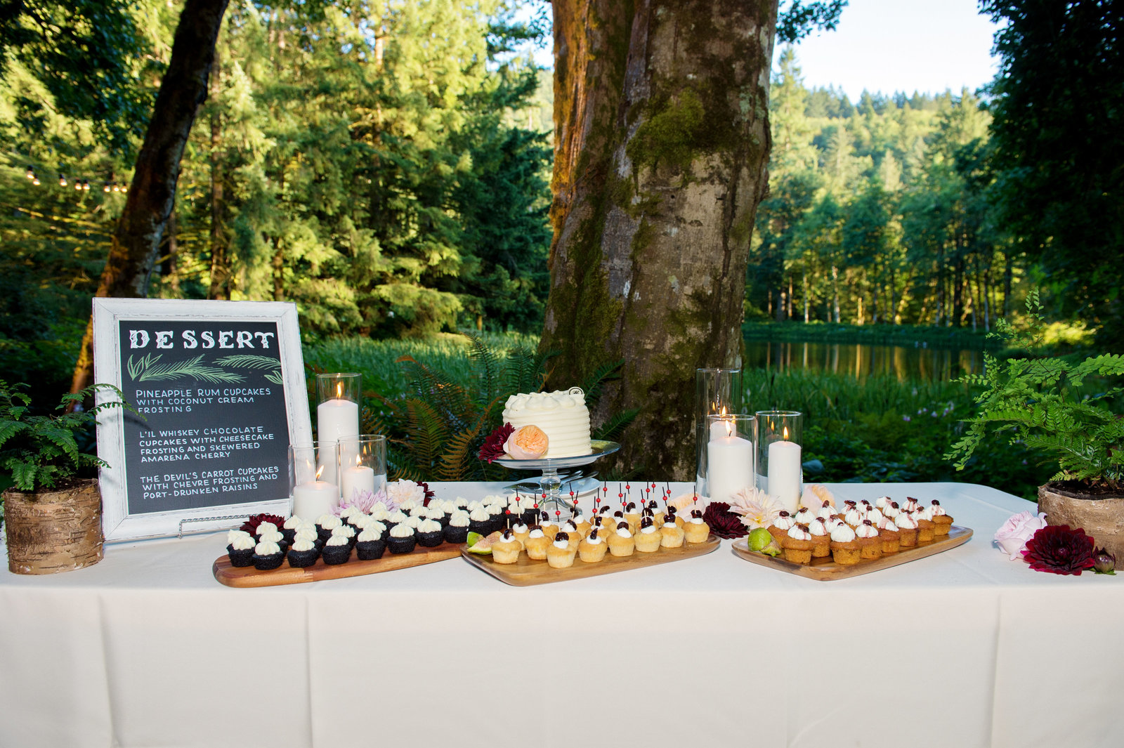 the dessert table outside with mini cupckaes