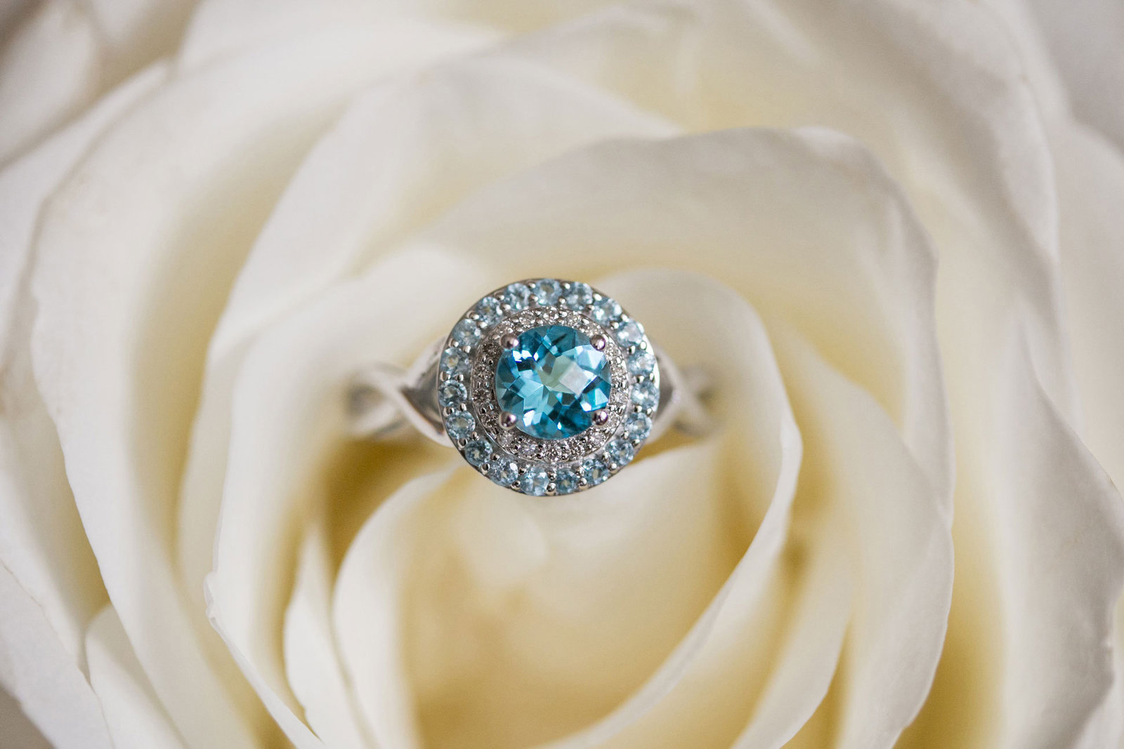 chicago-product-photography-featherlite-studios-blue-topaz-ring-0581