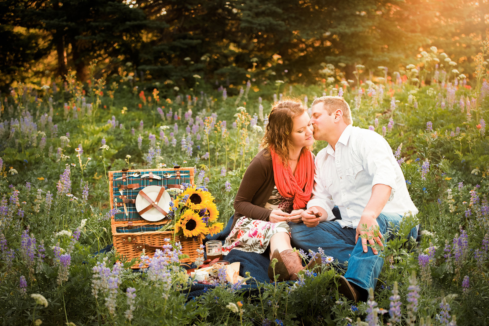 Picnic engagement photos by Ellensburg Engagement Photographer