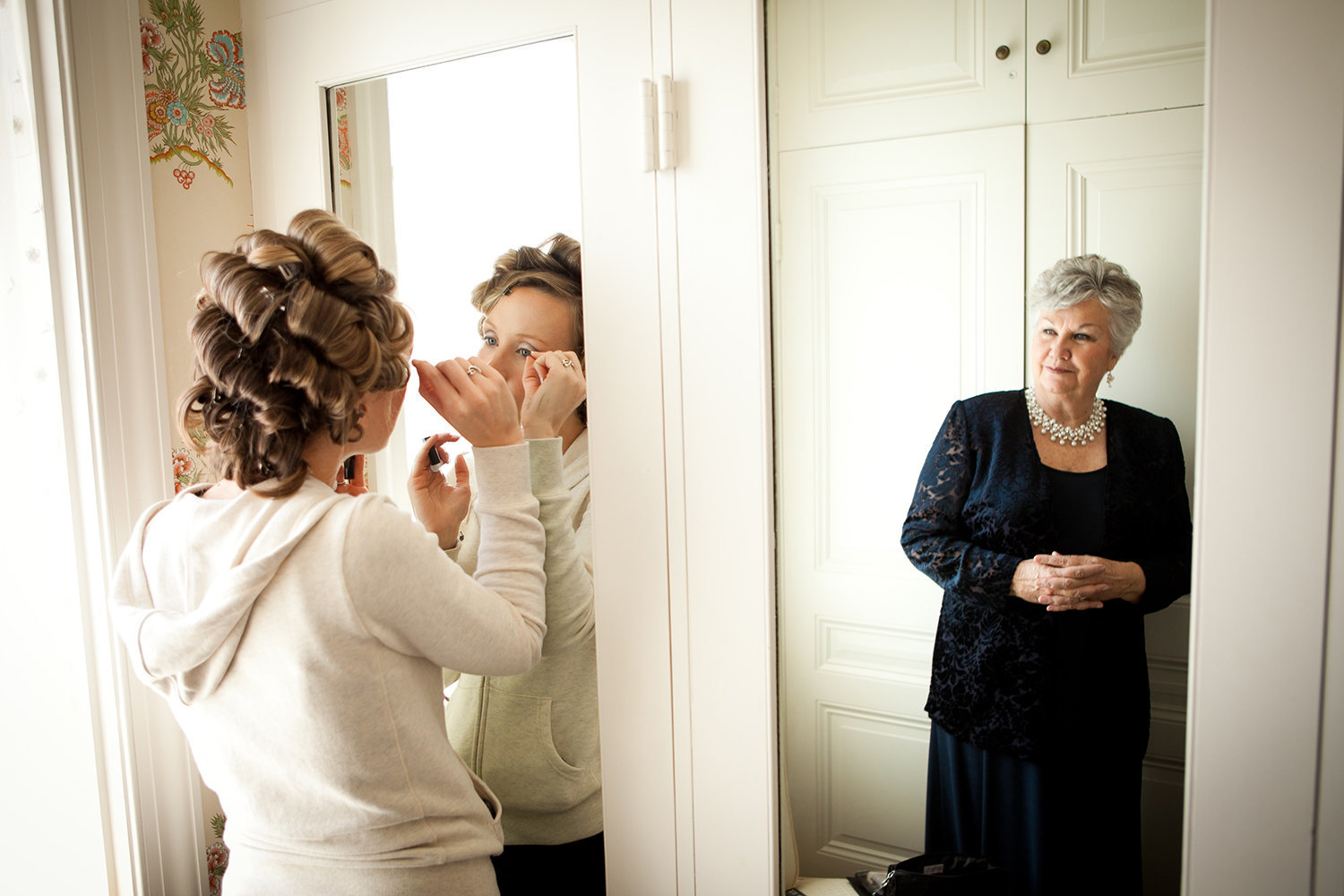 bride getting ready at darlington house