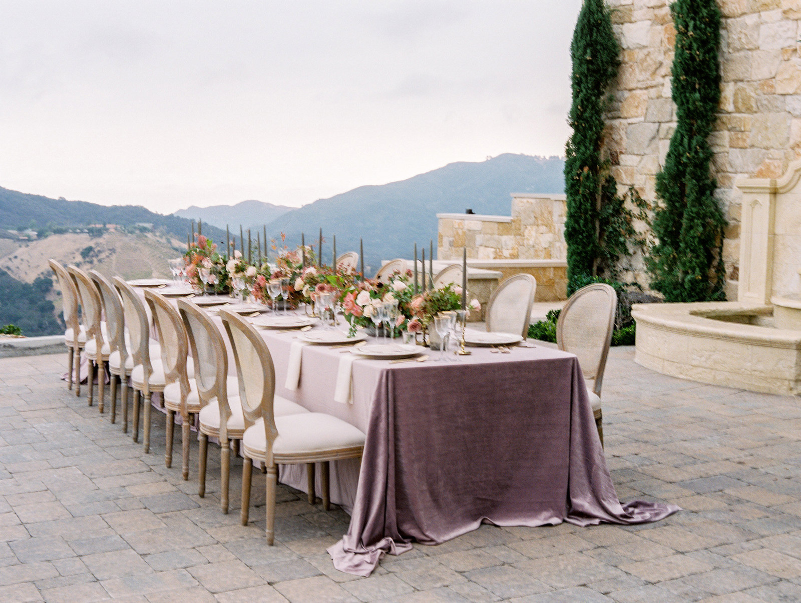 PuraSoulPhoto_MalibuRockyOaksWedding_TopBest_PurpleTable-10