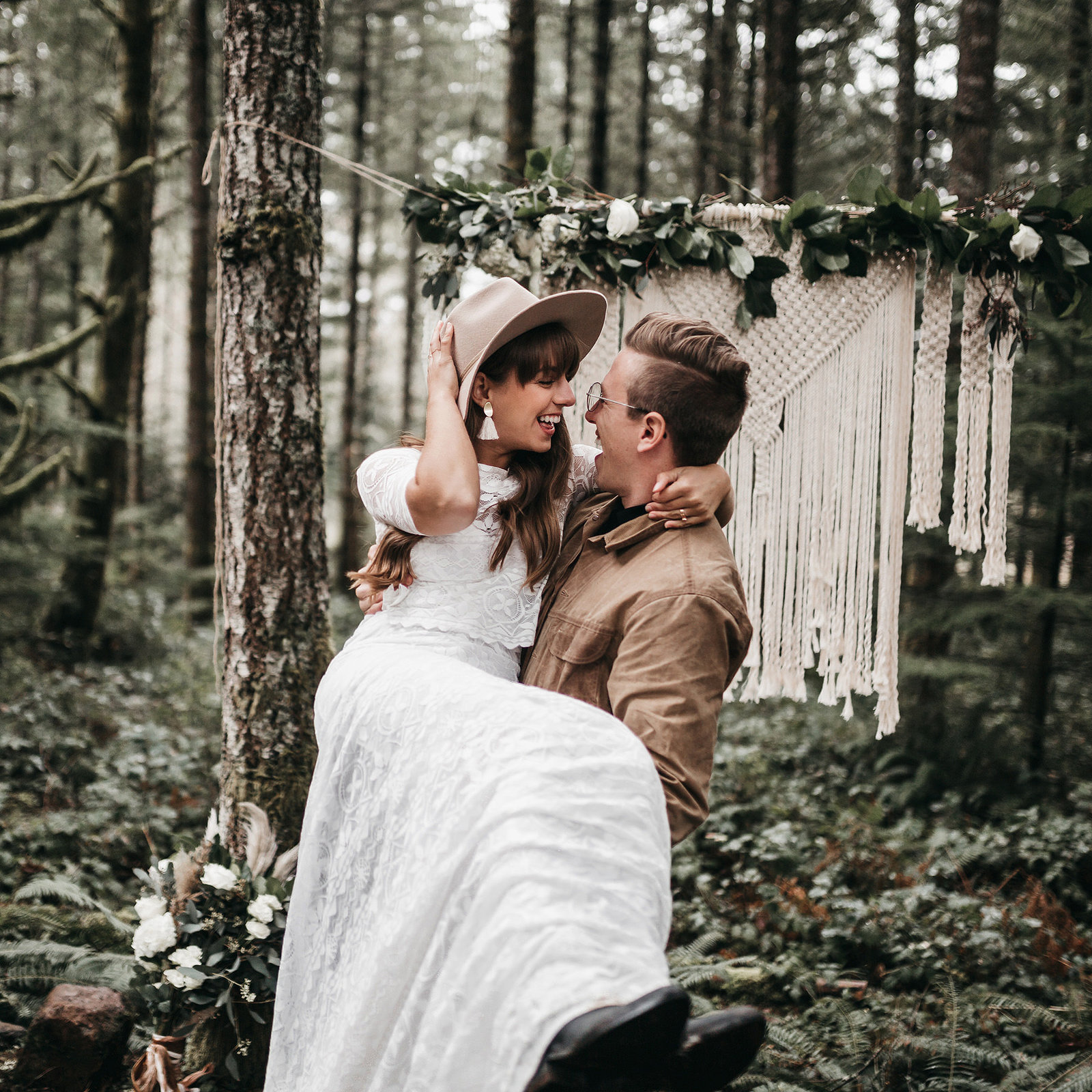 white-magazine-athena-camron-seattle-oregon-wedding-photography-woodlands-house-boho-elopement-inspiration-50