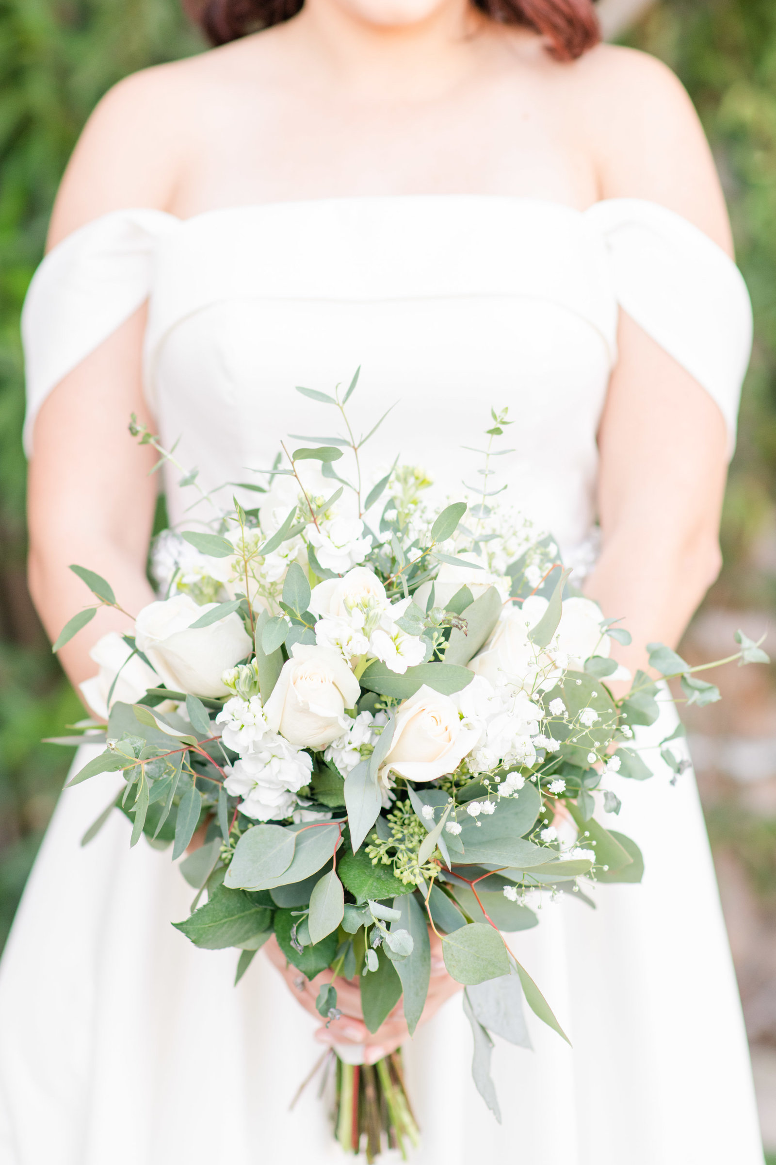 bride holding neutral bouquet