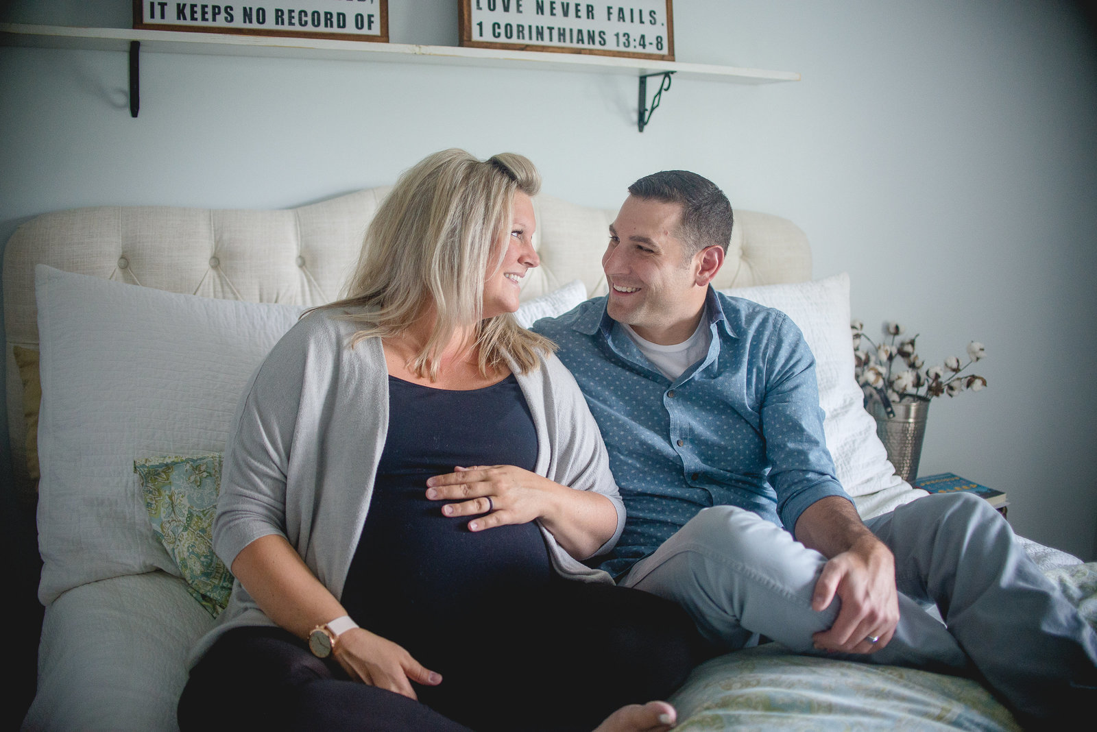 Maternity couple at home