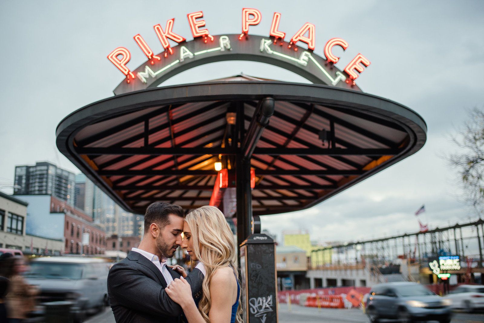Pikes_Place_seattle_engagement-photos_Julianna_J_Photography-09