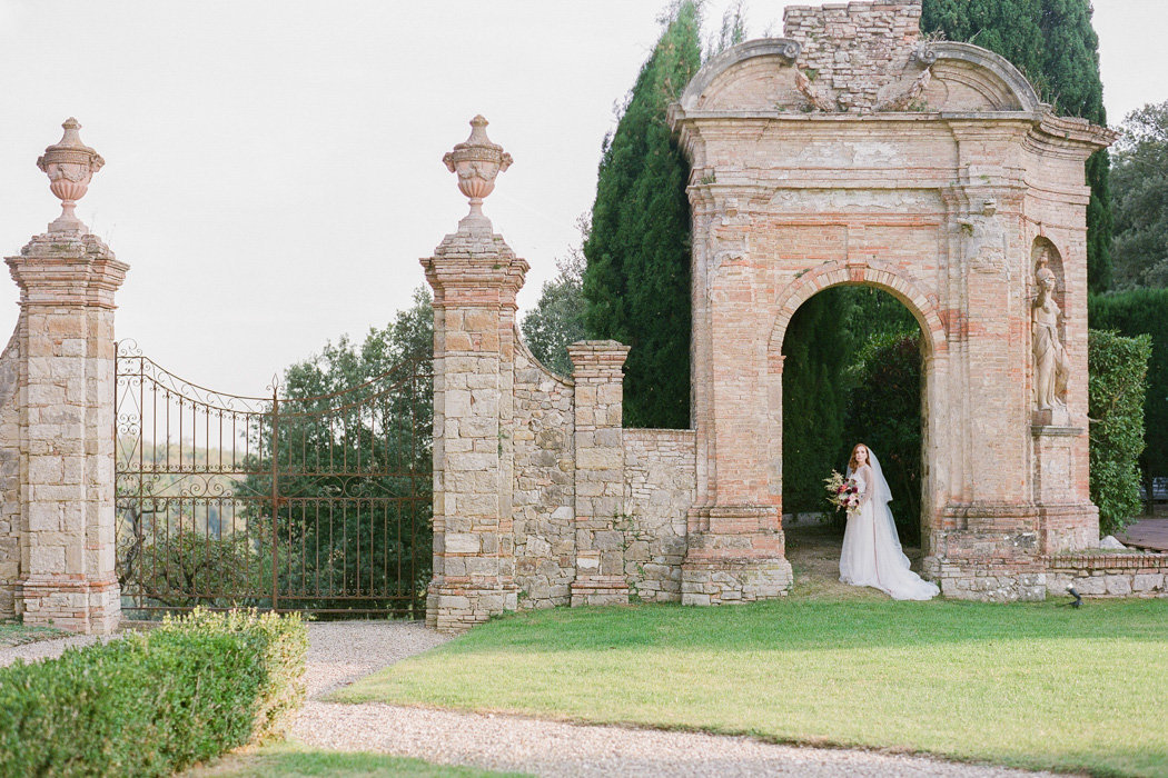 Molly-Carr-Photography-Paris-Film-Photographer-France-Wedding-Photographer-Europe-Destination-Wedding-Villa-Di-Geggiano-Siena-Tuscany-Italy-62