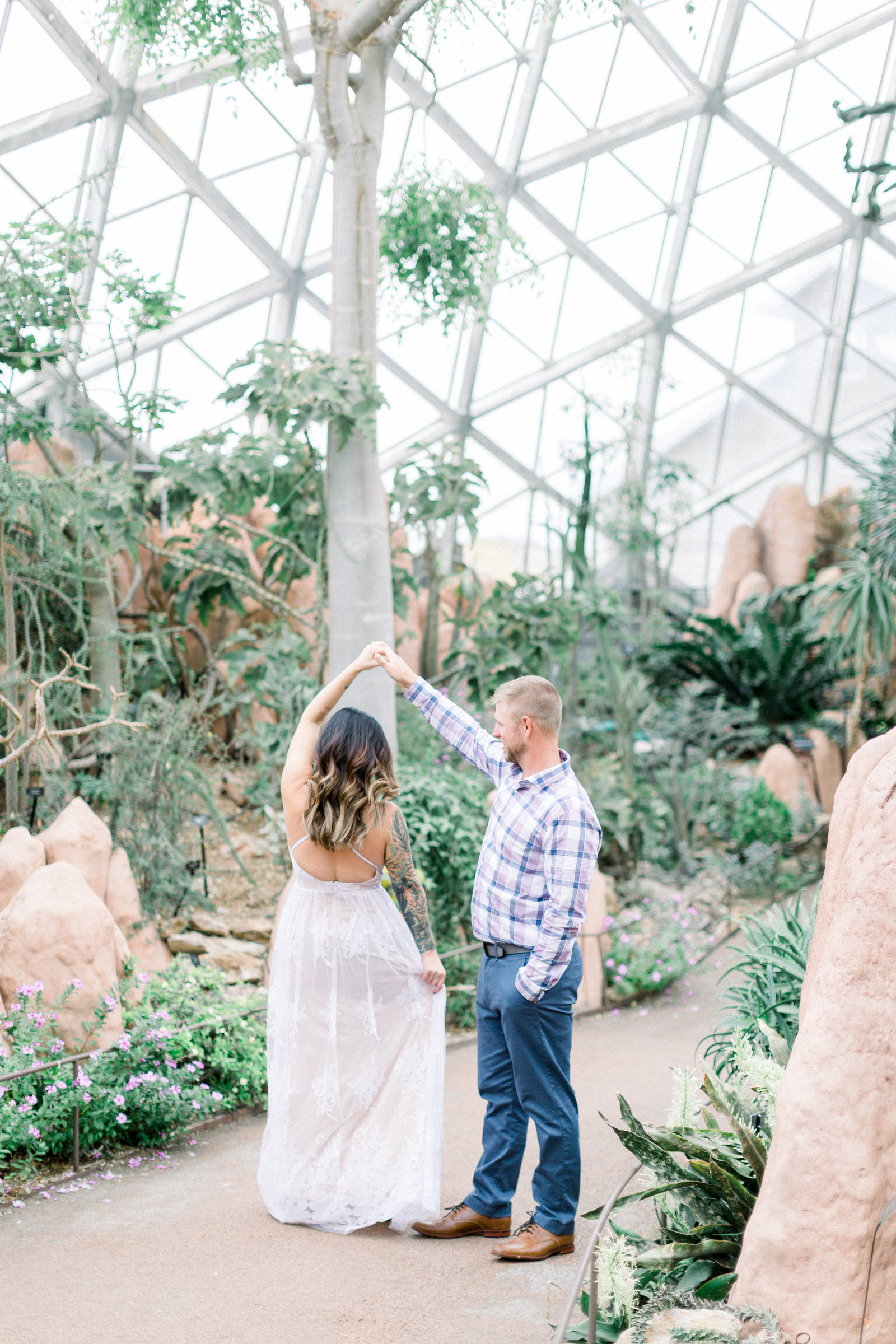 milwaukee_domes_engagement_session_ 0052