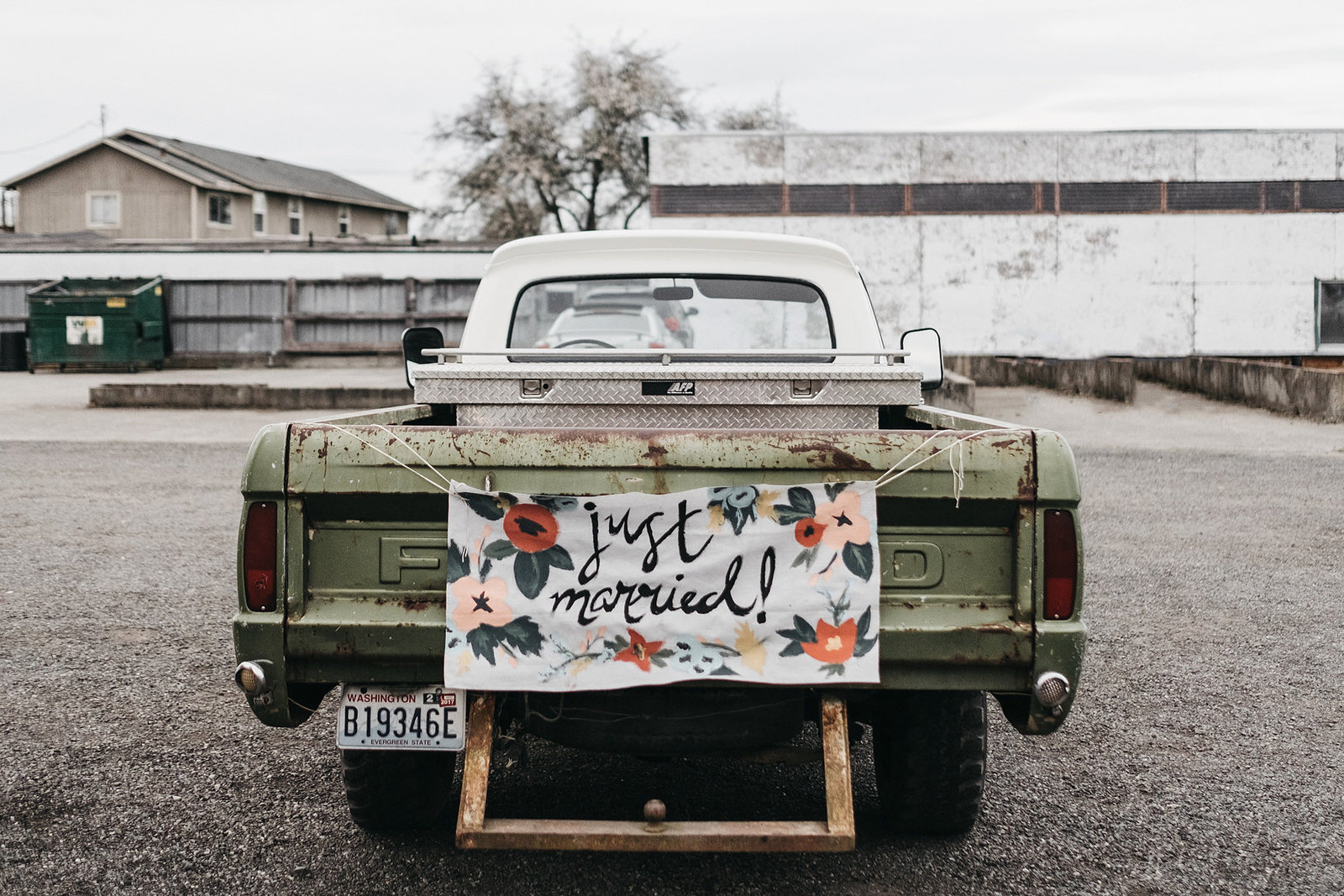 athena-and-camron-seattle-wedding-photographer-dairyland-snohomish-rustic-barn-wedding-flowers-styling-inspiration-lauren-madison-77