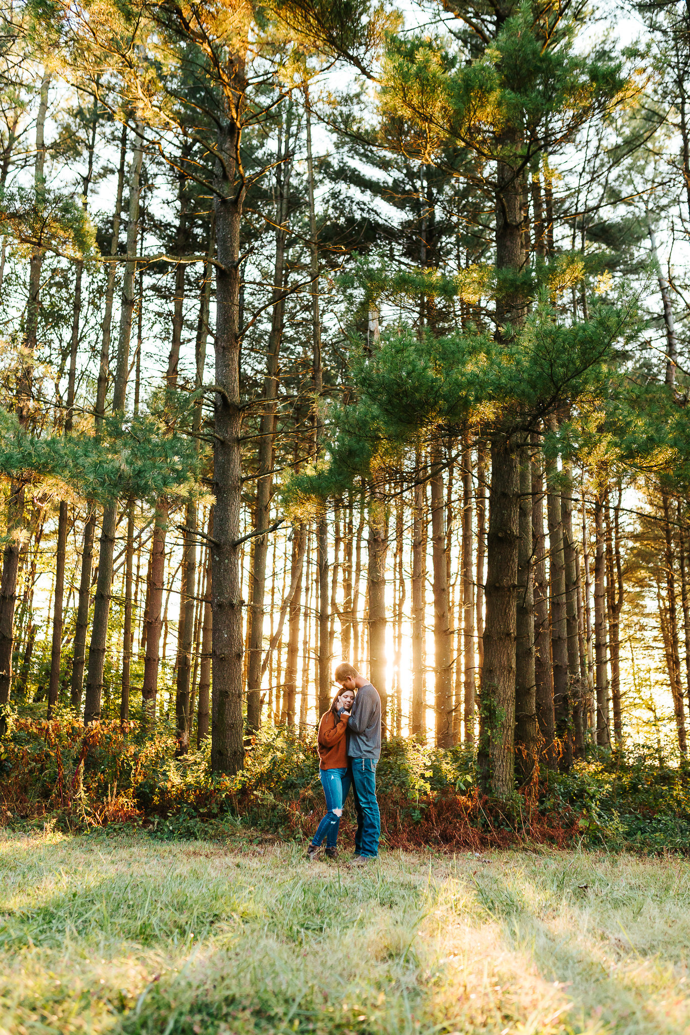 Landon-and-Jade-Autumn-Fall-Illinois-Engagement-Session-Effingham-Vandalia-Edwardsville-Portrait-Photographer- Sarah Neeley Photography-7