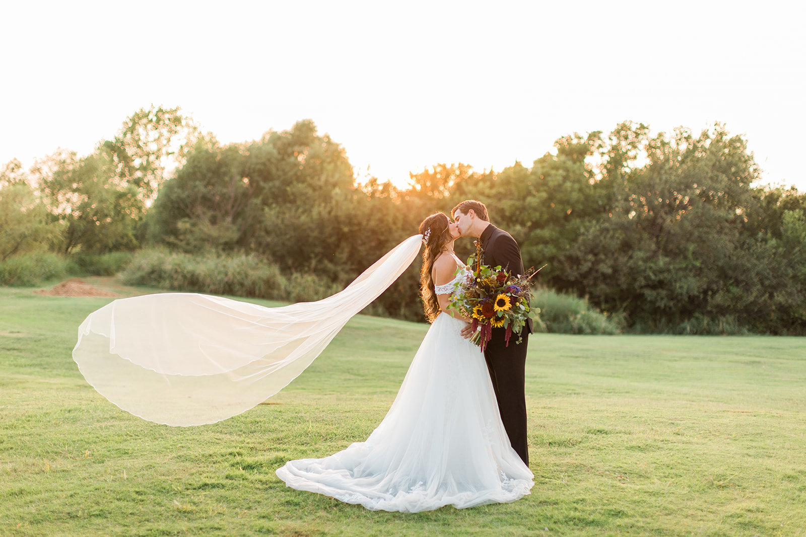 68-wedding-portraits-veil-sunset