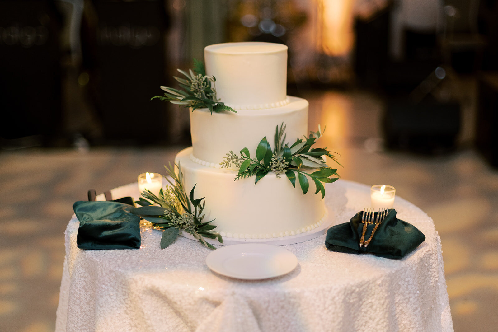 30-Venue-Six10-Wedding-cake