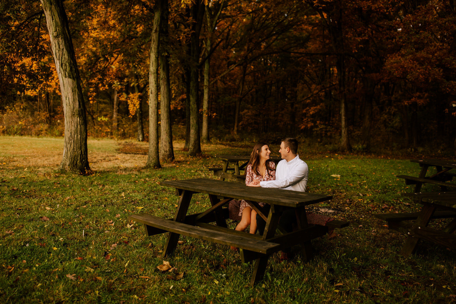 Glowing-fall-engagement-session-stoney-run-county-park-10