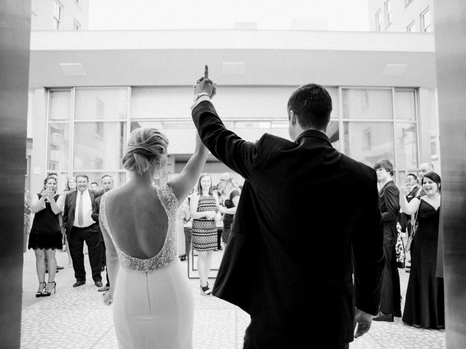 Courtney Hanson Photography - Modern wedding at The Joule-8469