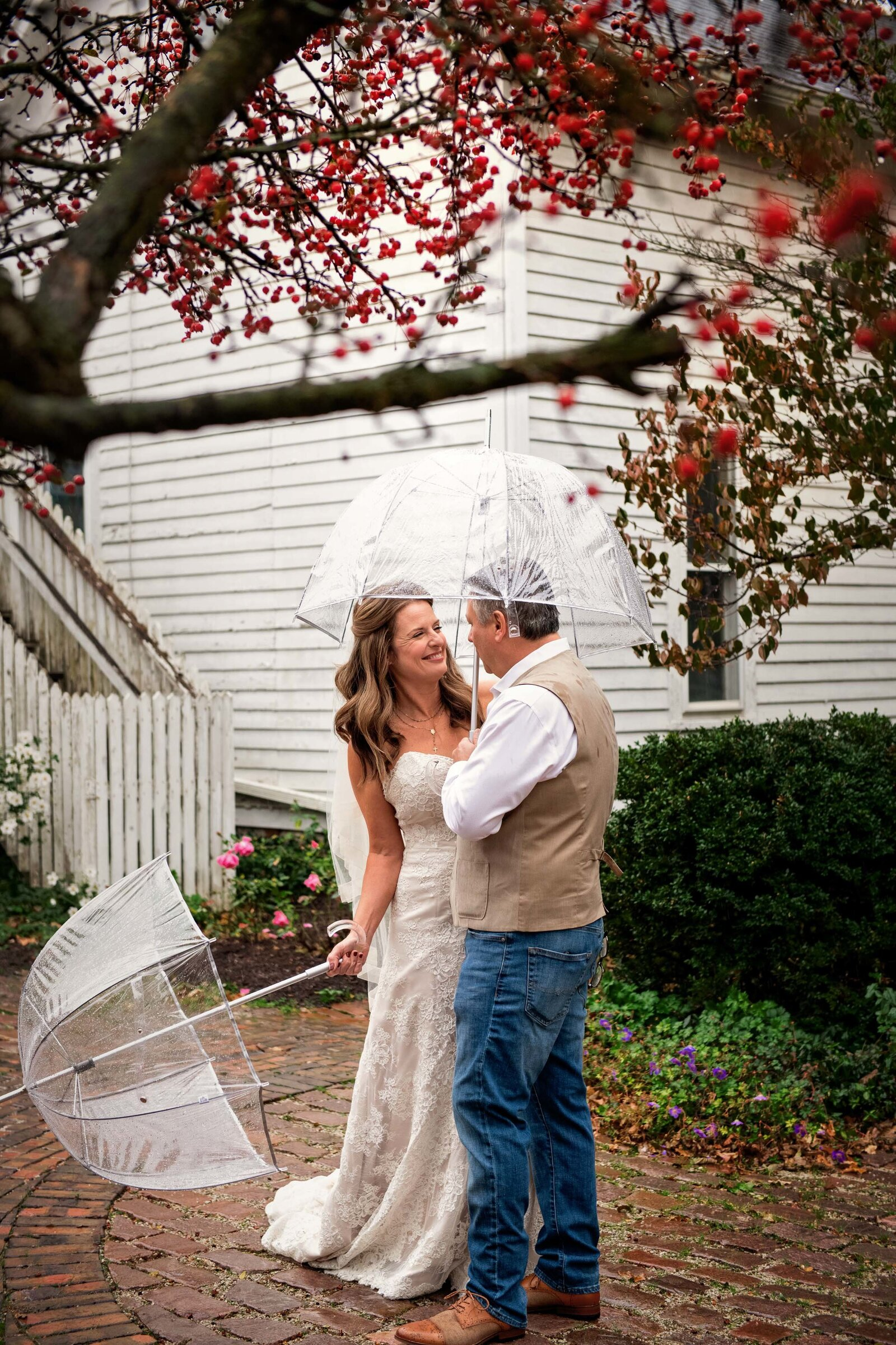 wedding-wayne-first-look-rain-umbrellas