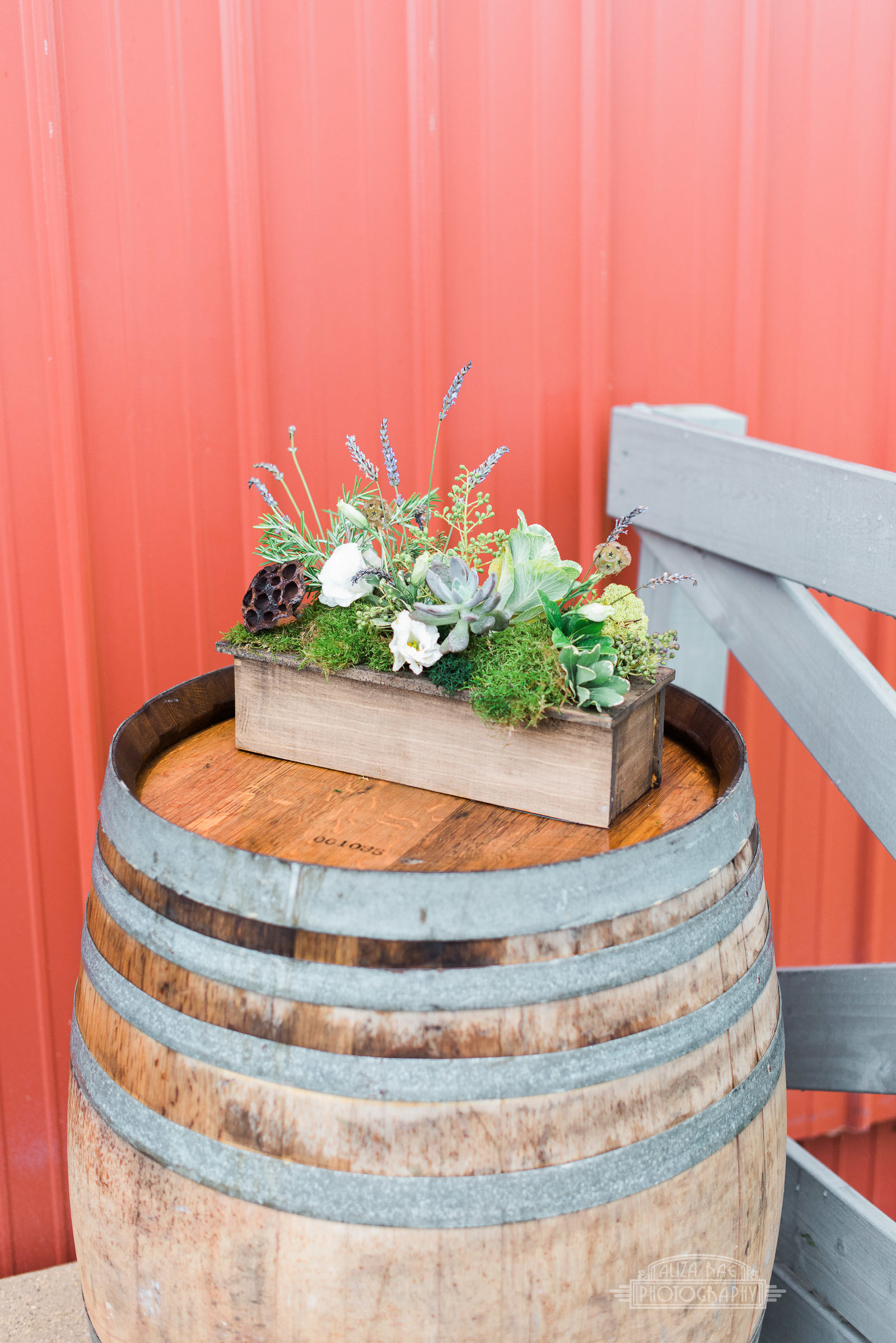 rustic-wedding-milwaukee-wisconsin-florist-design