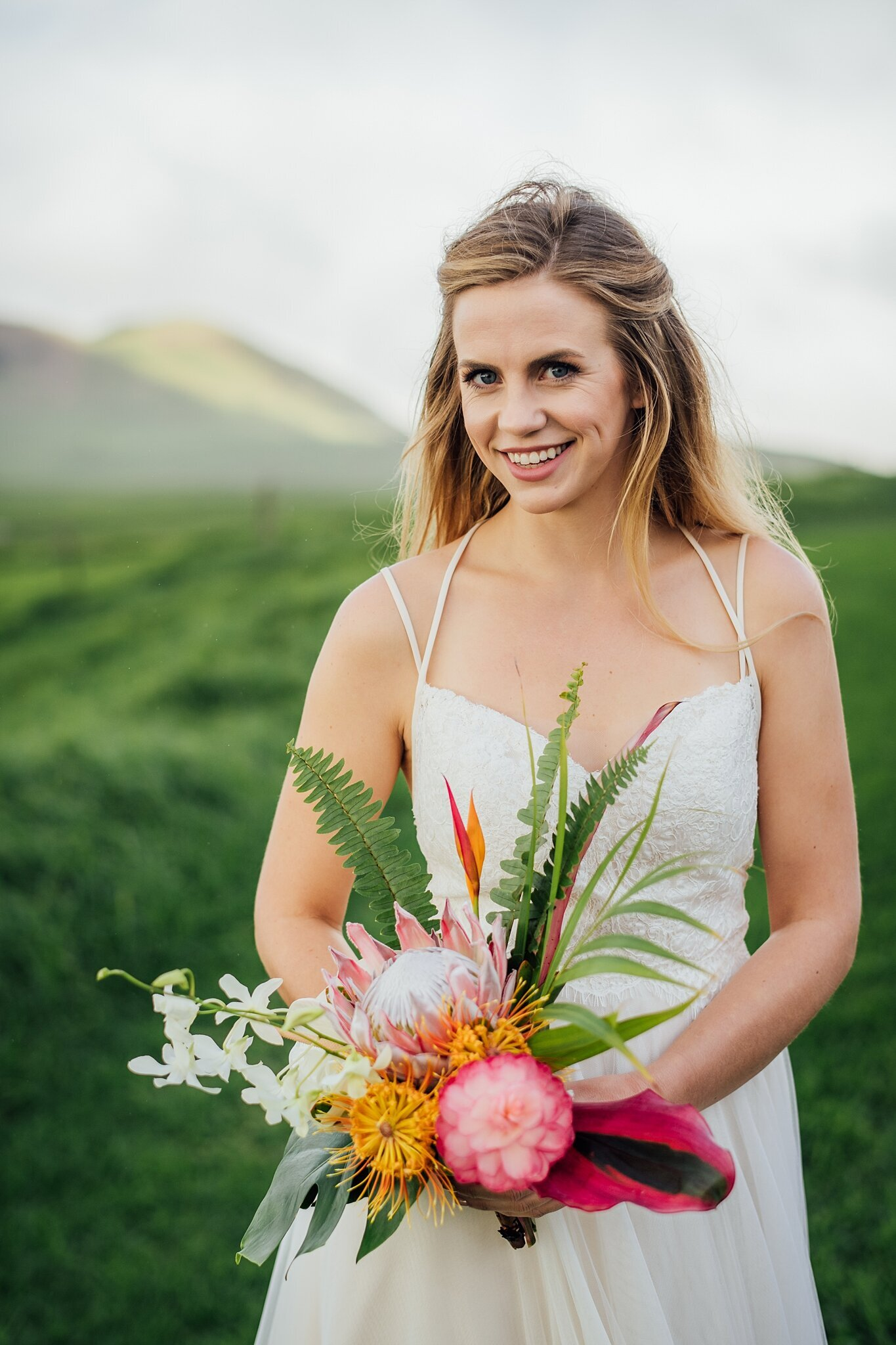 beautiful hawaii wedding bride