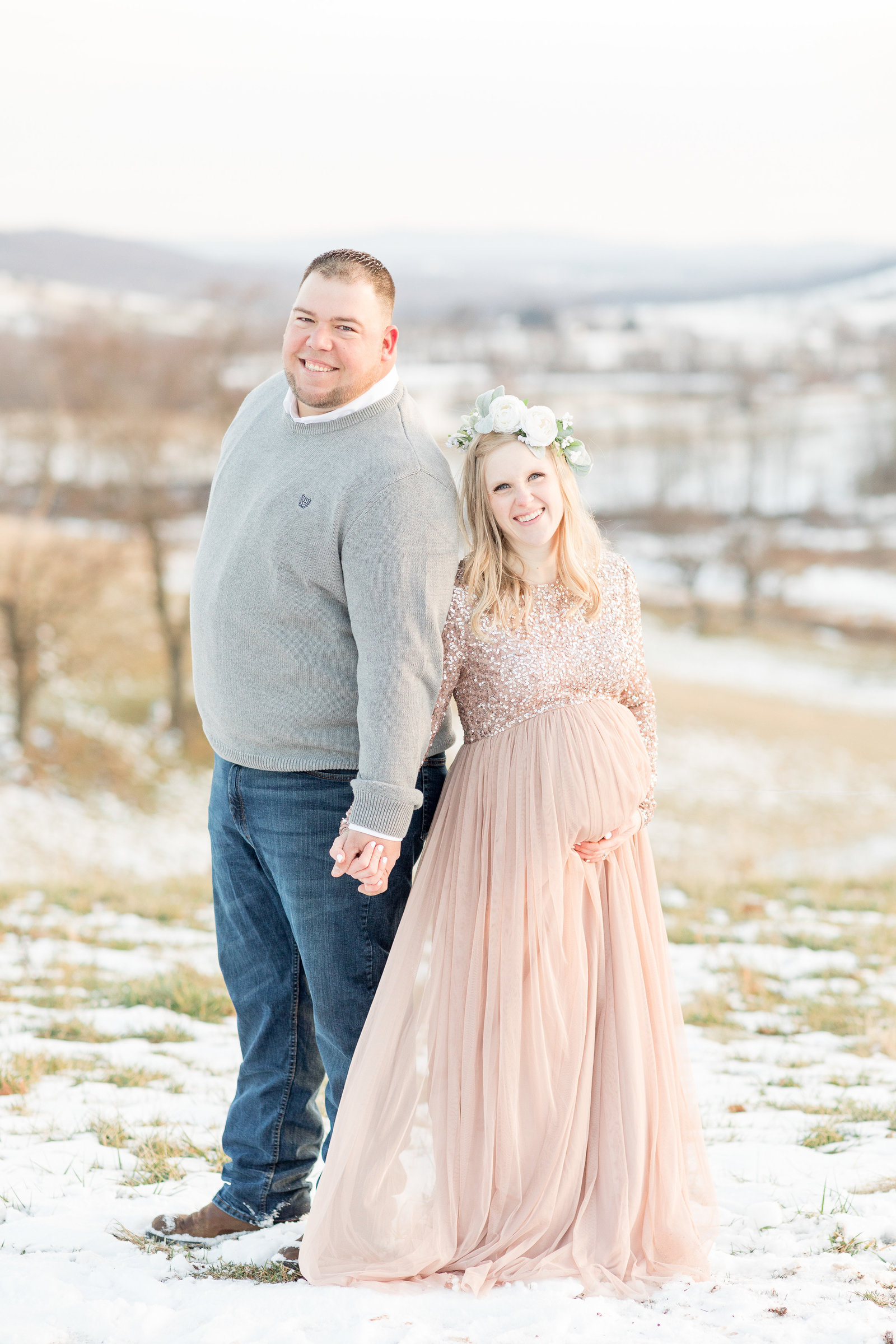 jess-dereck-snowy-winter-maternity-photo-session-019