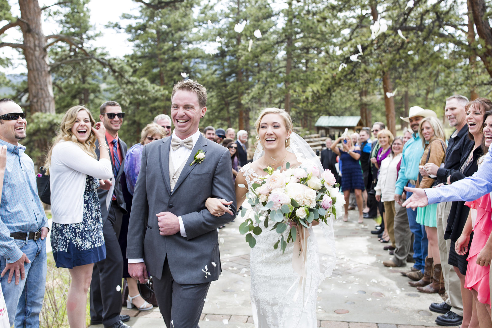 Jessi-Zach-Photography-Colorado-Mountain-Wedding-Photographer-Della-Terra-Mountain-Chateau_33