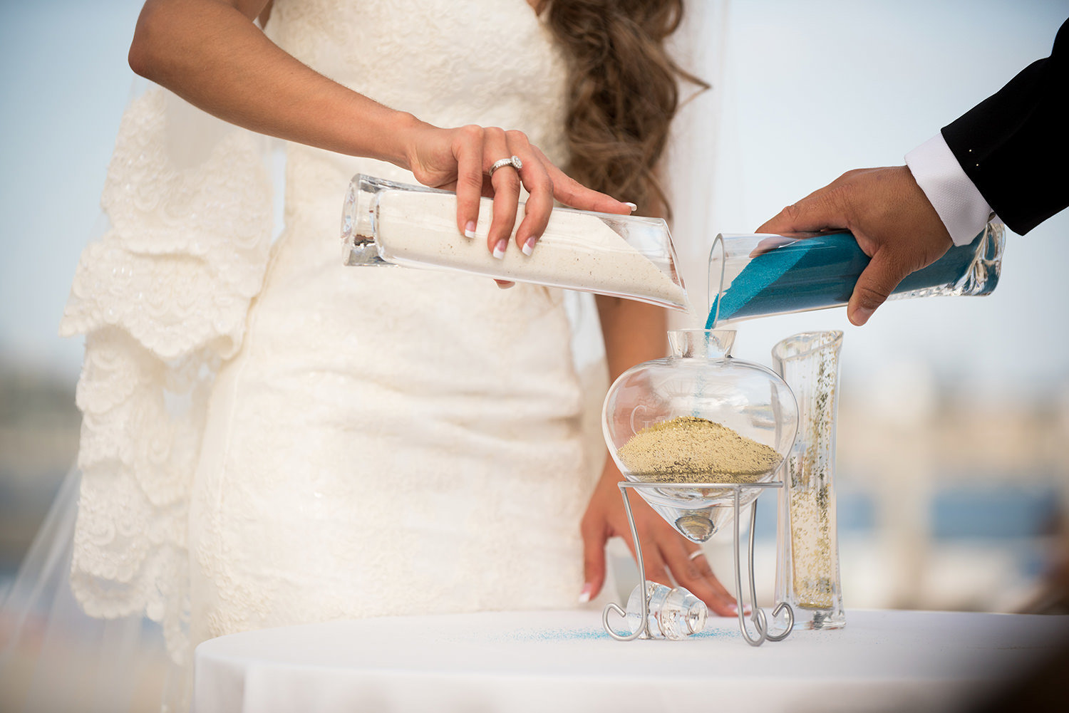 couple pouring sand at the ceremony