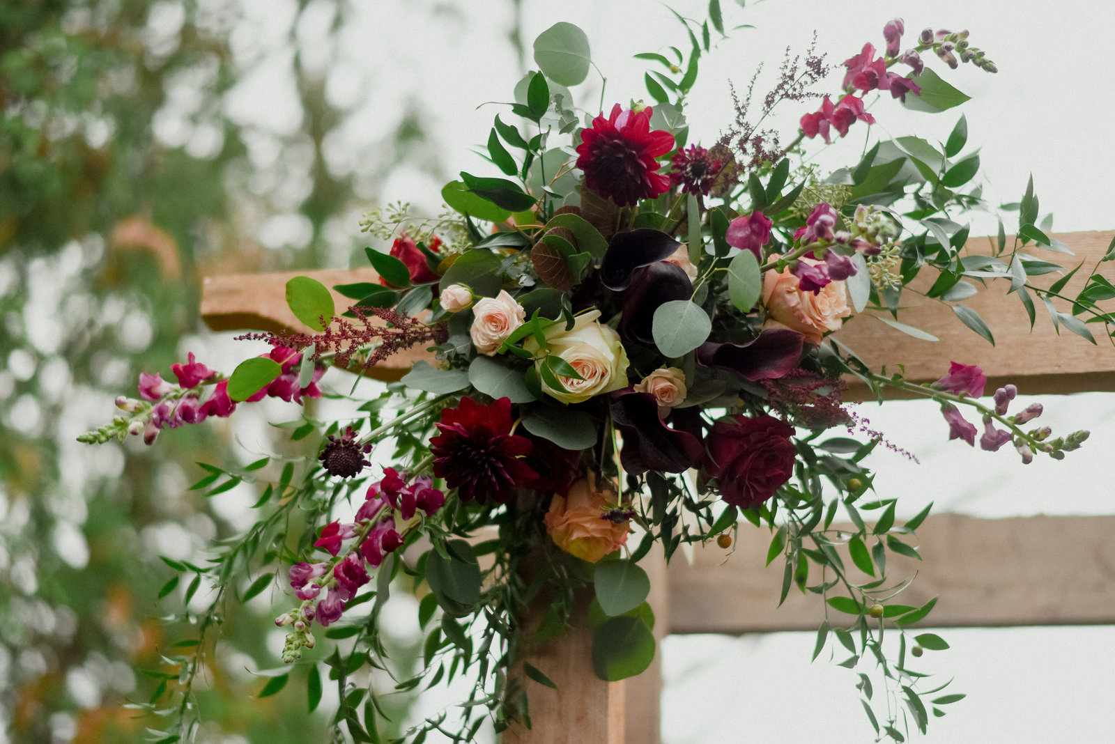 rustic-wedding-florals-altar-design-milwaukee-wisconsin