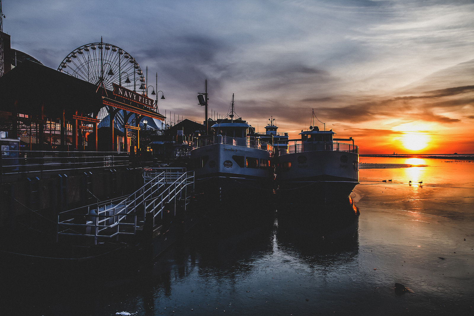 Chicago Navy Pier at sunrise