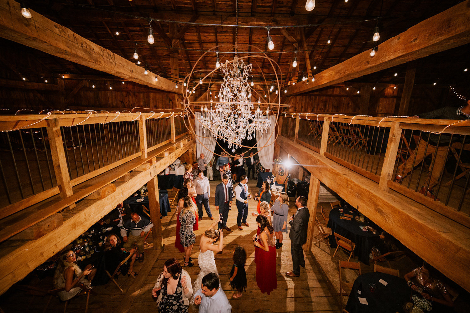 Country-red-barn-wedding-delphi-1108