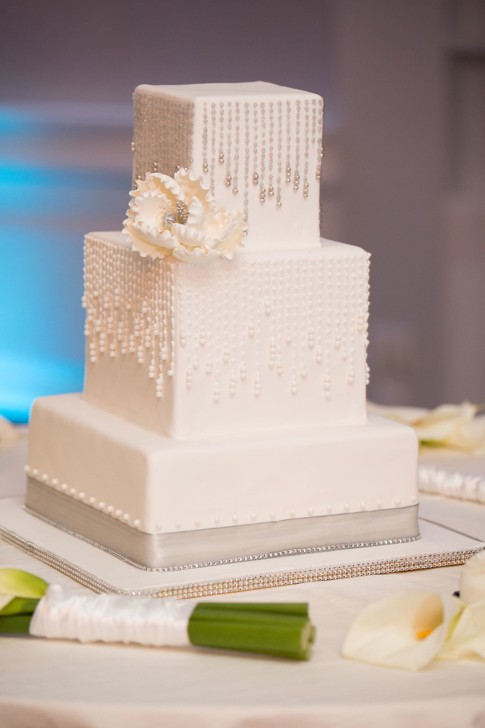 wedding cake at Engineers Country Club