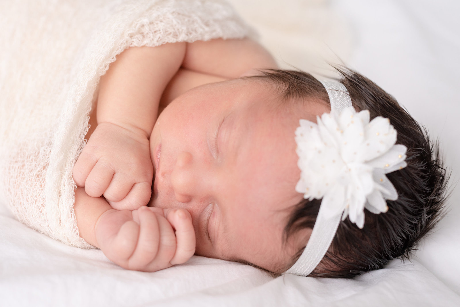 Caroline Maeve in home lifestyle newborn session (13 of 24)