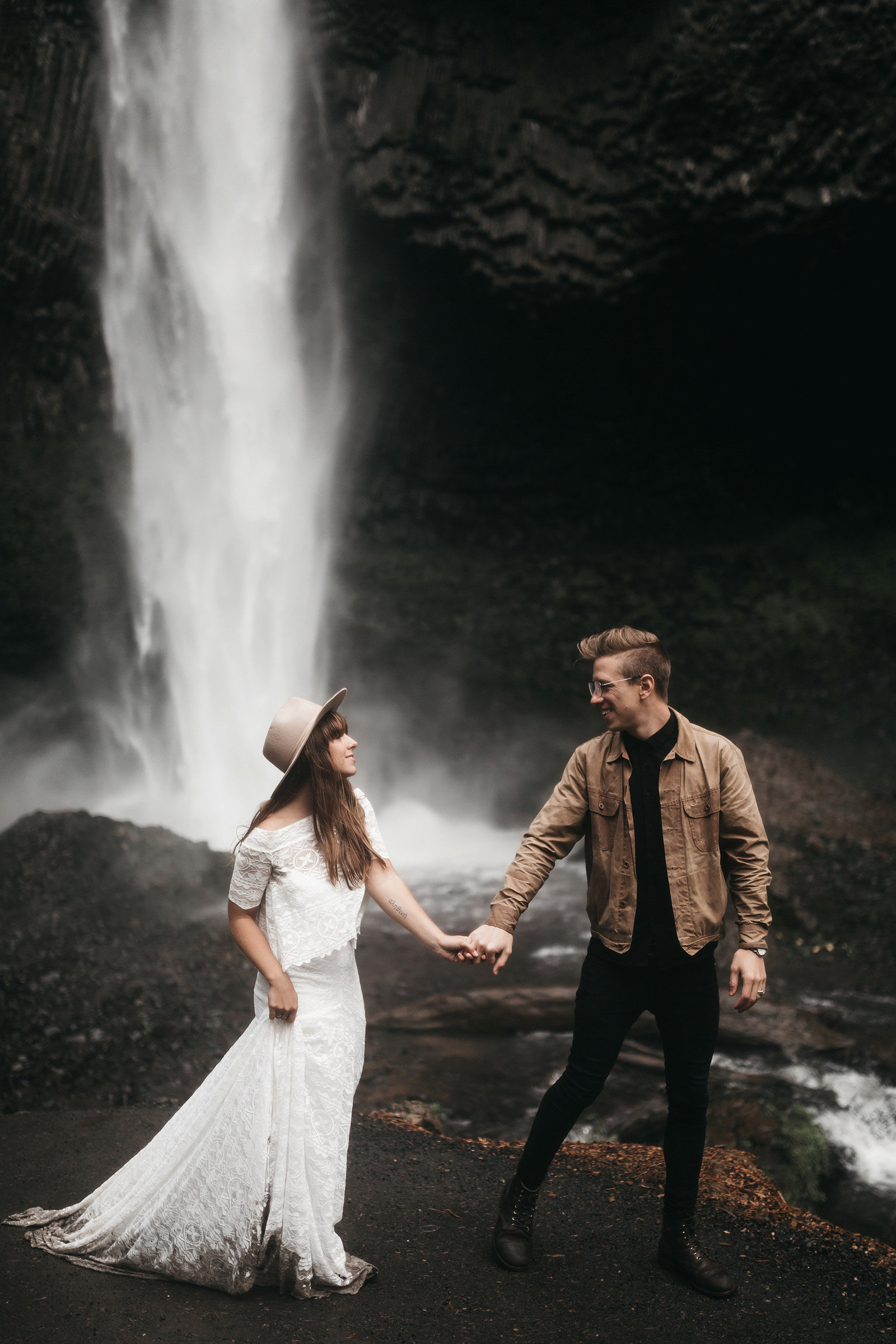 white-magazine-athena-camron-seattle-oregon-wedding-photography-woodlands-house-boho-elopement-inspiration-65