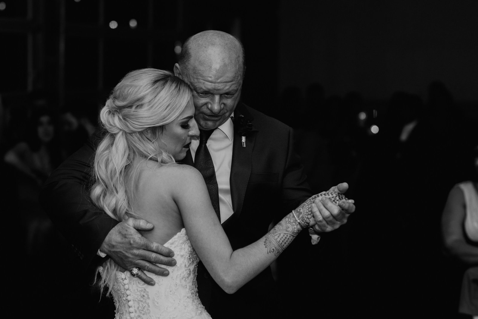 emotional father daughter dance big sky event hall dallas texas moth and moonlite photography