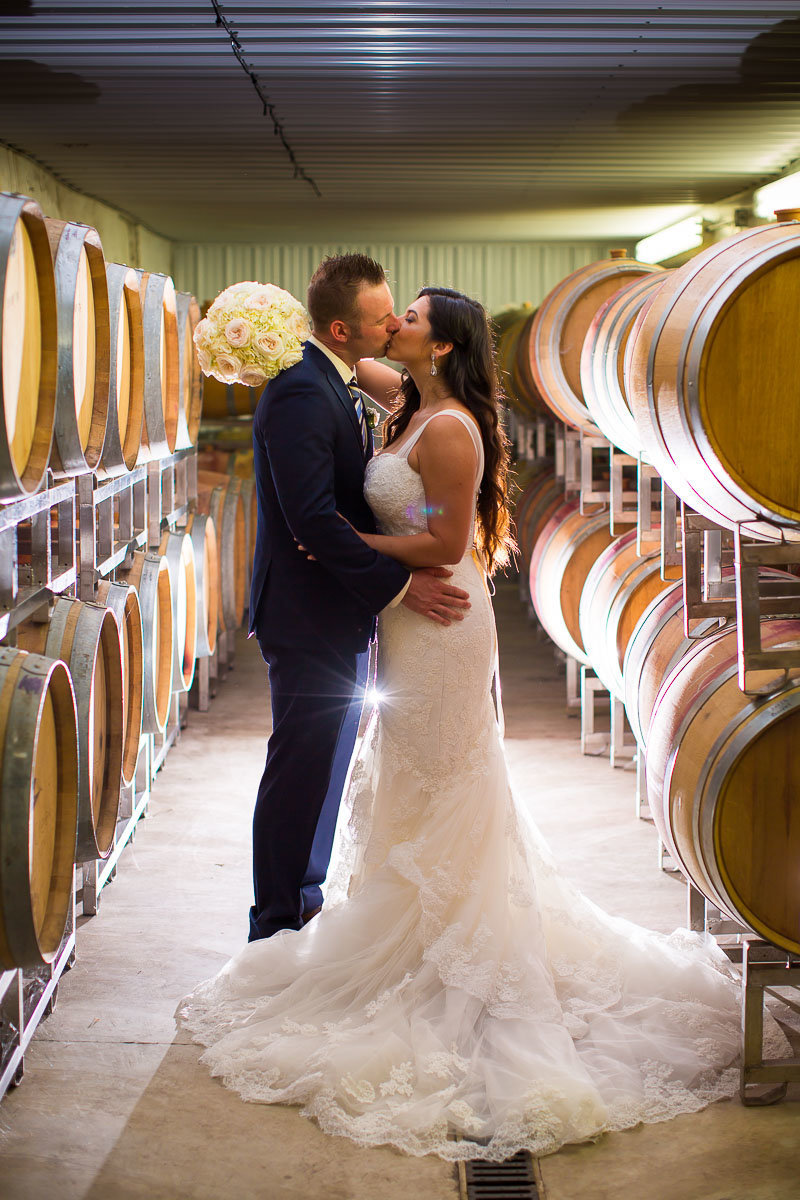 wedding photo of a couple at linganore winecellars mount airy maryland