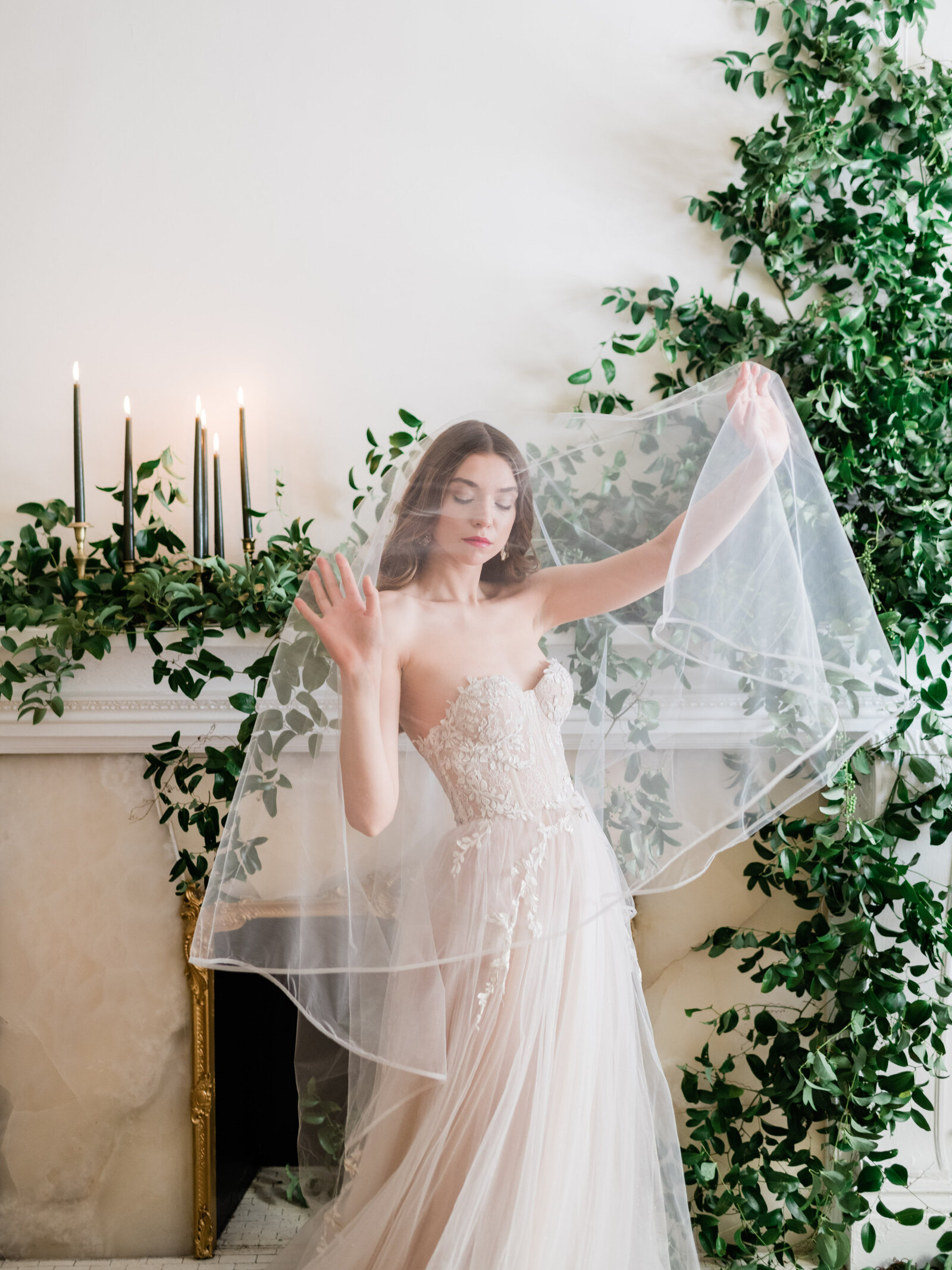 Fine art bridal editorial with Reem Acra gown in New York City by Liz Andolina Photography-8