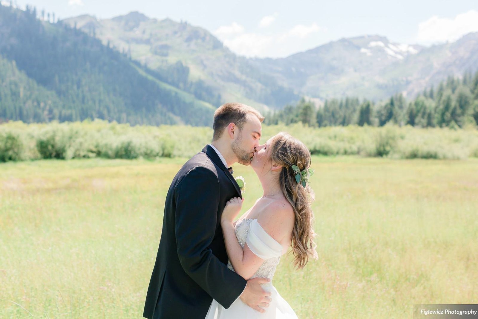 Garden_Tinsley_FiglewiczPhotography_LakeTahoeWeddingSquawValleyCreekTaylorBrendan00028_big