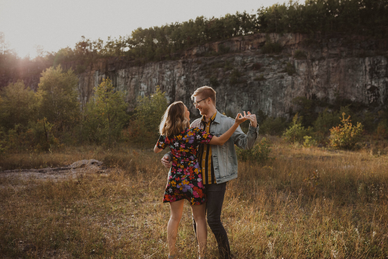 Couple dancing at sunset in a feild
