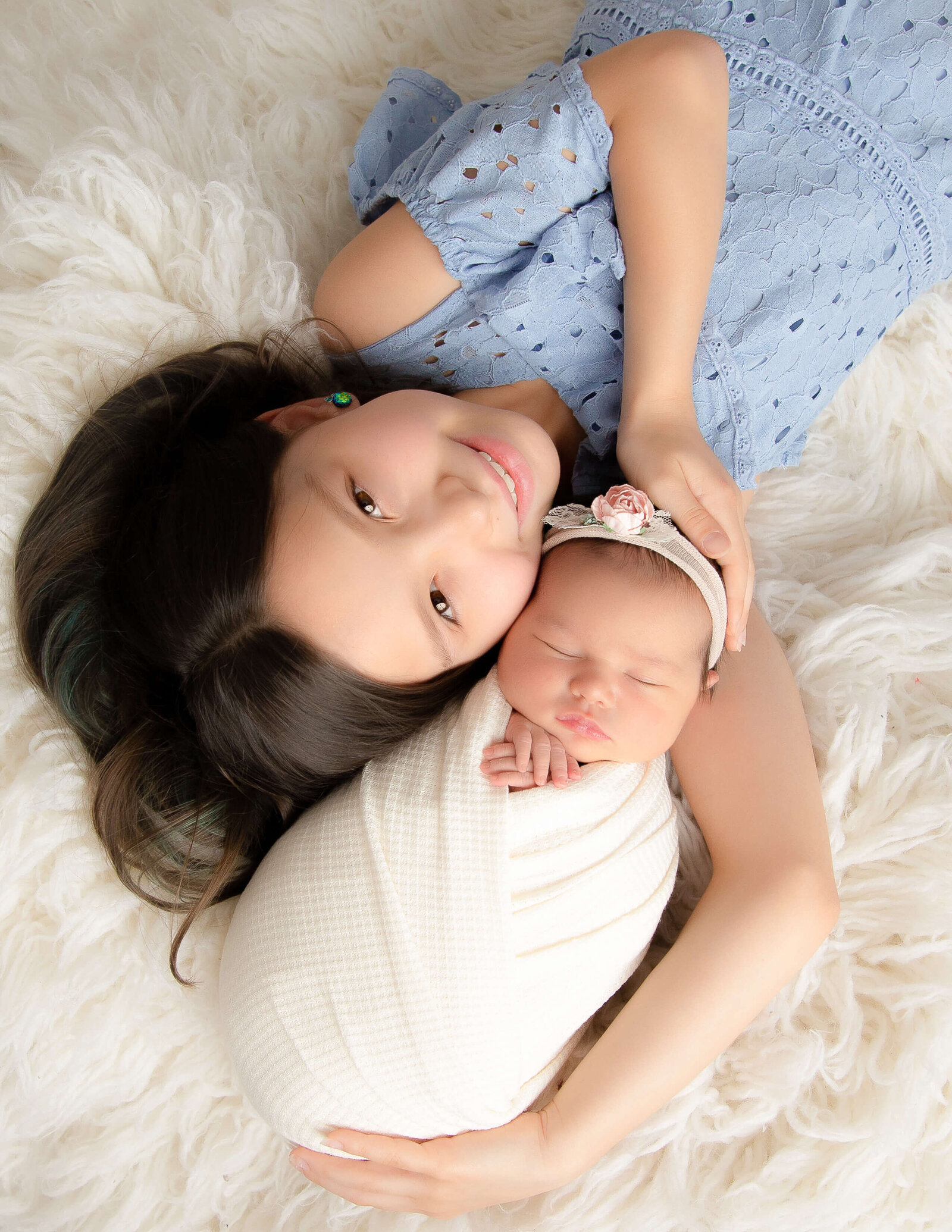 Newborn girl and sister posing in Rochester, NY