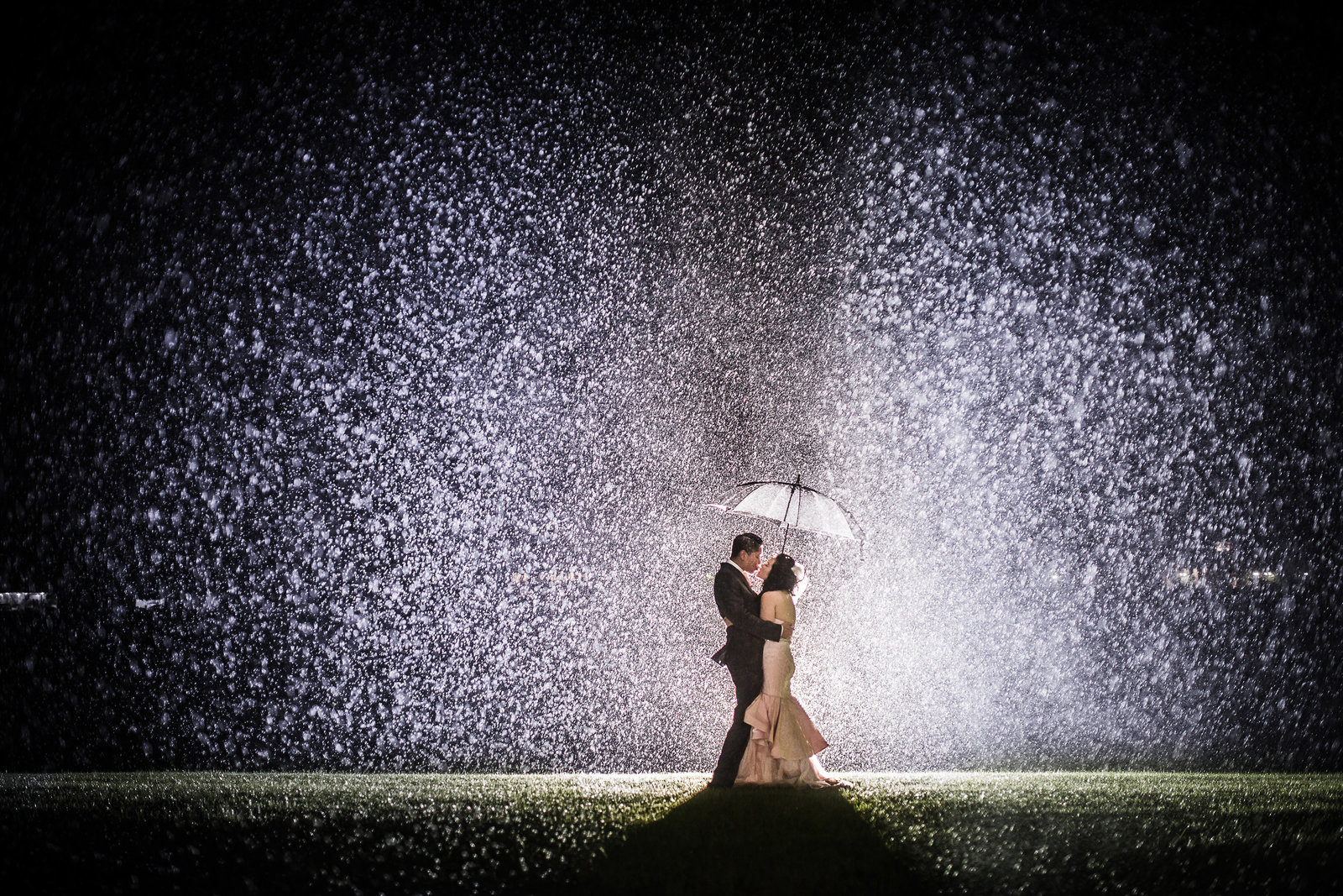 1 Rain Photo in Toronto by Toronto wedding Photographer Luminous Weddings