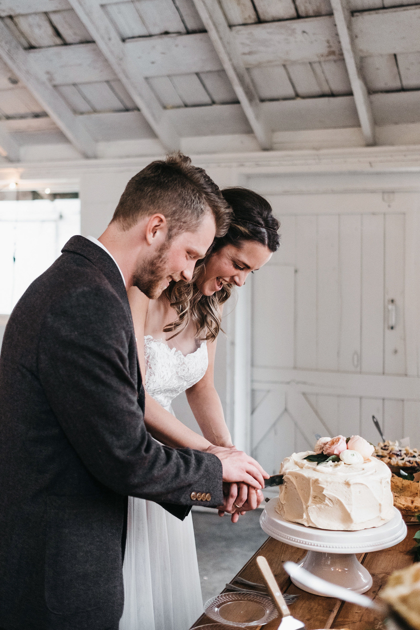 athena-and-camron-seattle-wedding-photographer-dairyland-snohomish-rustic-barn-wedding-flowers-styling-inspiration-lauren-madison-73