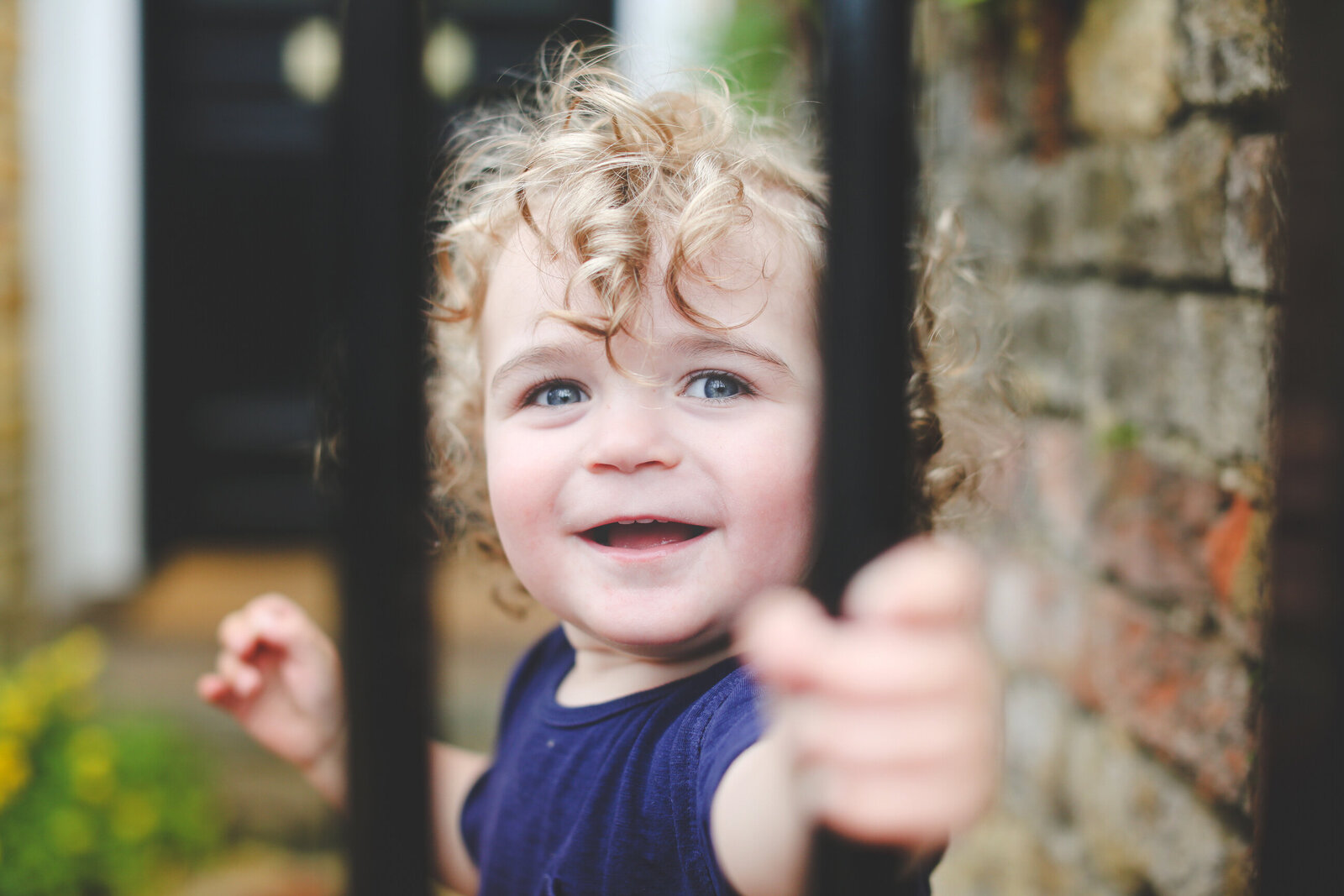 FP_FAMILY-PHOTOGRAPHER-HANNAH-MACGREGOR-CURLY-HAIR-BOY-0034
