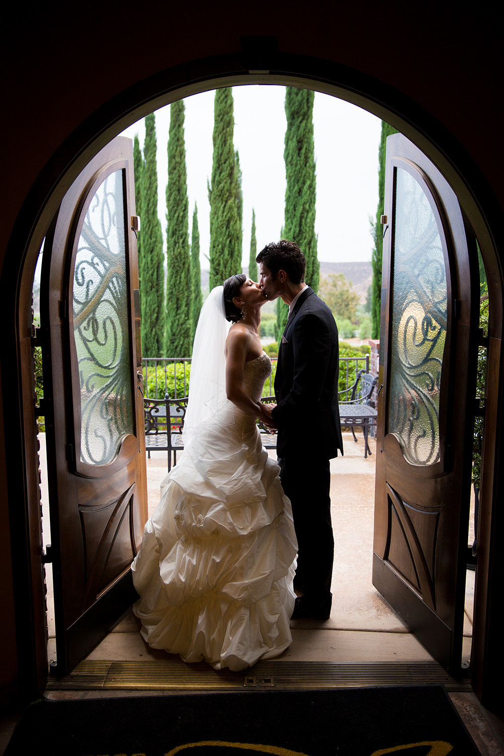 beautiful bride and groom image leoness cellars