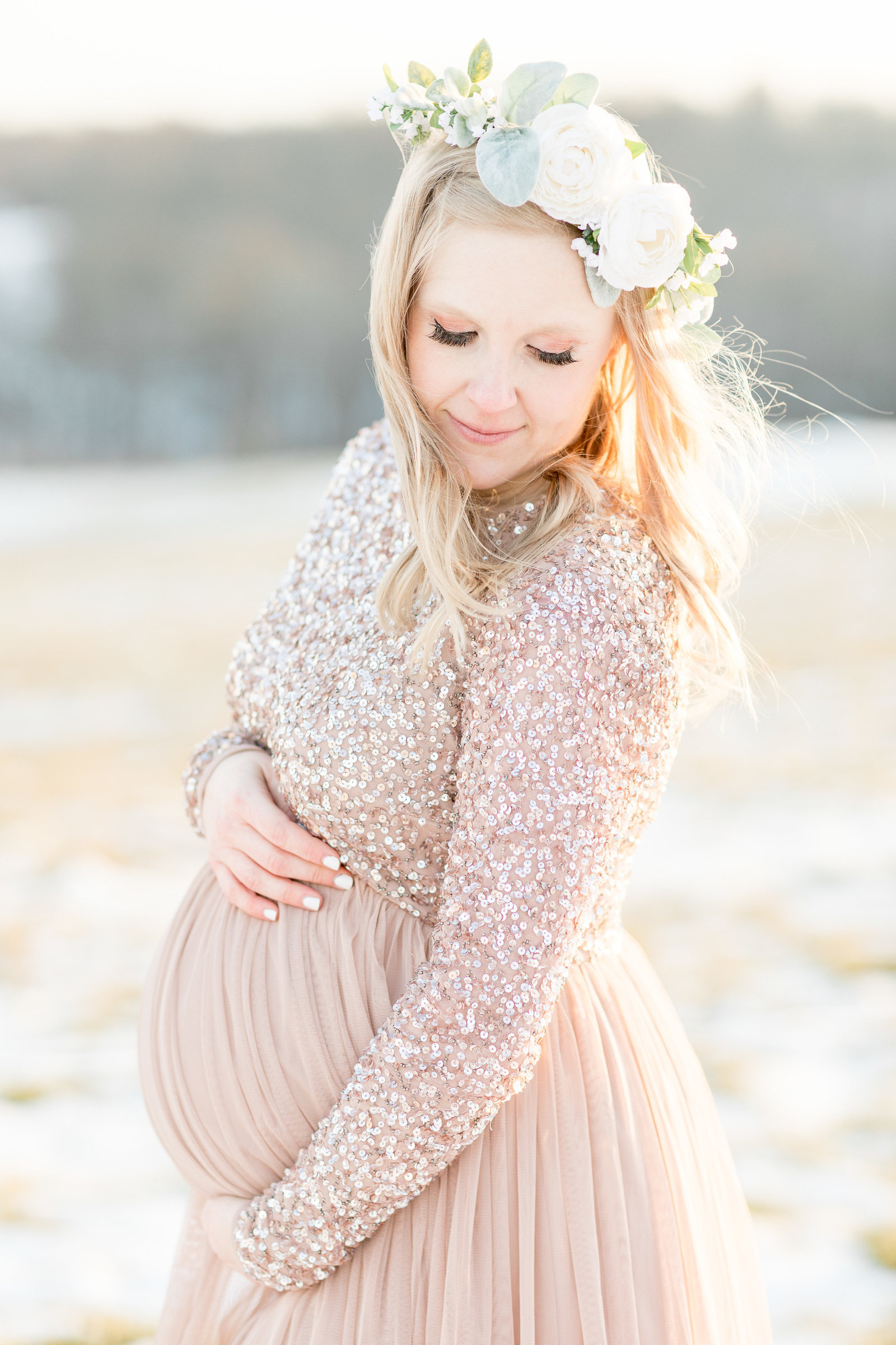jess-dereck-snowy-winter-maternity-photo-session-002